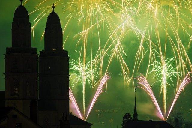 Schweiz begrüsst neues Jahr mit Glockengeläut und Feuerwerk | TagesWoche