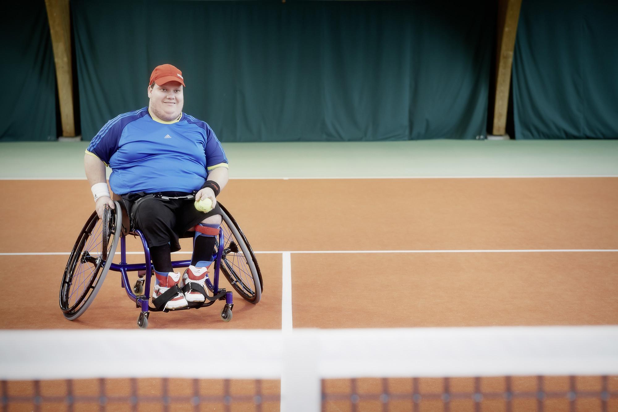 Nach der selbst gegründeten «Bändeli-Fangis-Gruppe» wollte er mehr: Nico Keller spielt heute Rollstuhltennis.