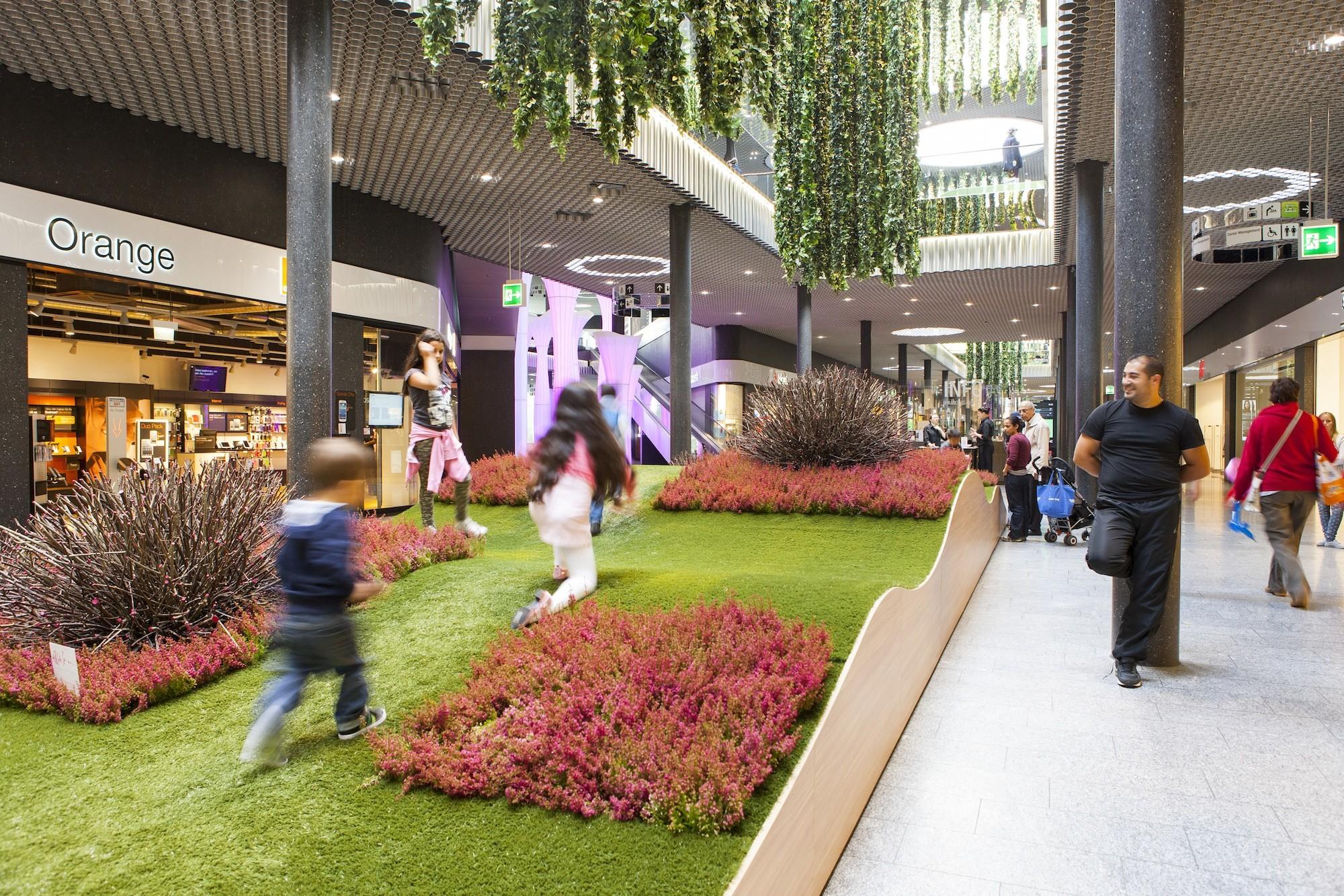 Das st cki shoppingcenter will mit neuer innendekoration for Innendekoration basel