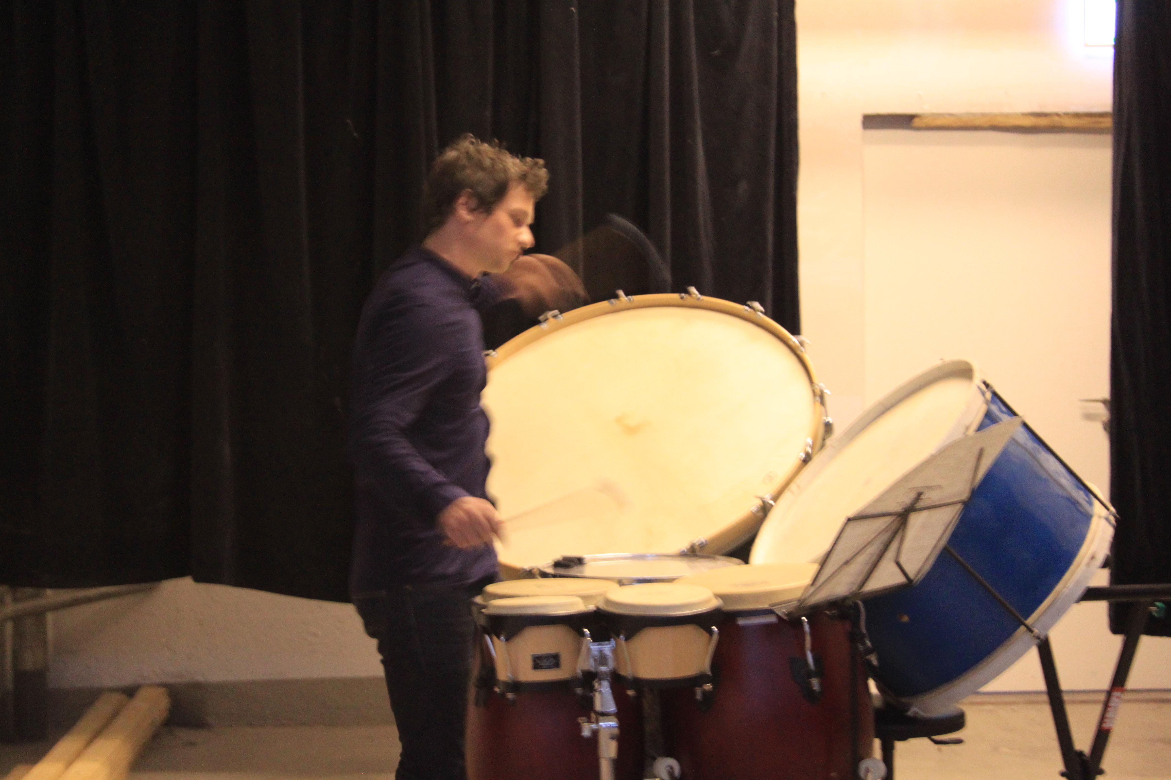 Martin Huber spielte auf einem Trommelset «Rebonds A».