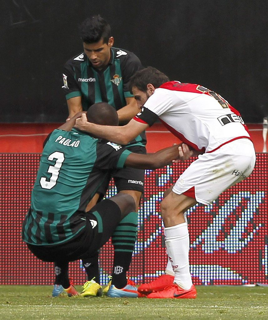epa04174011 Rayo Vallecano's midfielder Roberto Trashorras (R) tries to comfort Betis' Brazilian defender Paulao Afonso Santos (L) after Paulao scored an own goal during their Spanish Liga's Primera Division match at Vallecas stadium in Madrid, central Sp