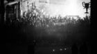 FOTO: BLICK SPORT/STEFAN BOHRER ORT: BASEL - 16.5.2014: MEISTERFEIER AUF DEM BALKON DES STADTCASINOS BEIM BASLER BARFUESSERPL