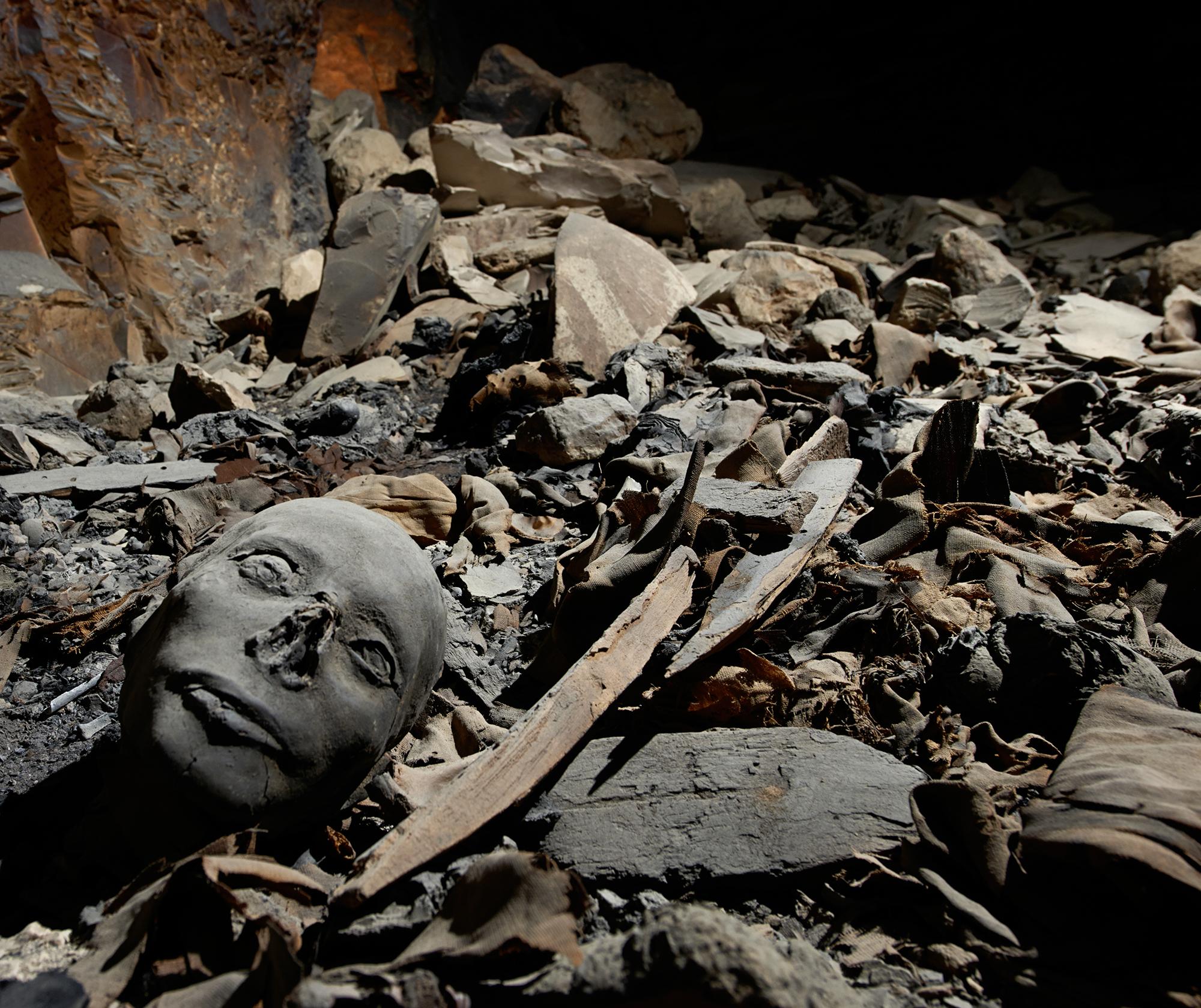 Die von Räubern zerstörte Grabkammer.