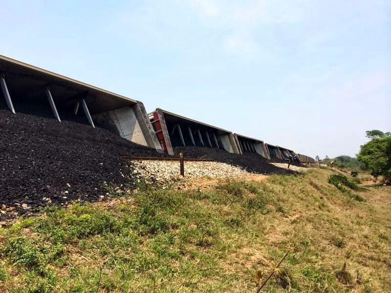 In schier endlosen Waggonreihen wird die Kohle bis ans Meer transportiert