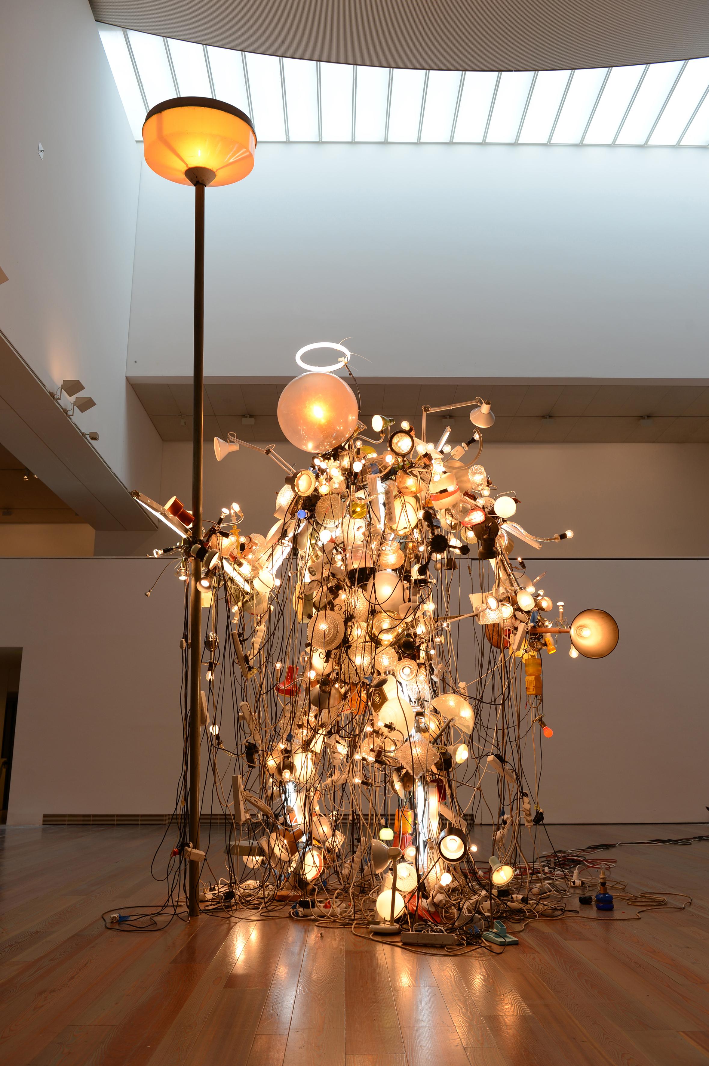 Golem aus Licht statt Lehm: «My light is your life – Shiva Samurai (5 KW / 50 HZ)» (2014).
