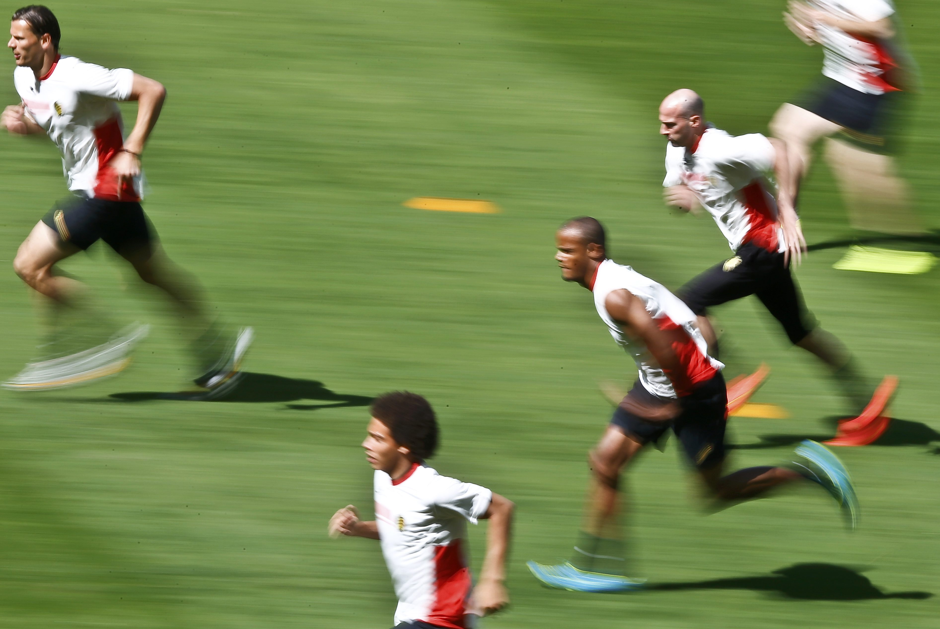 (L-R) Belgium's Daniel van Buyten, Axel Witsel, Vincent Kompany and Laurent Ciman run during a training session in Belo Horizonte June 16, 2014. Belgium will face Algeria in their first 2014 World Cup Group H soccer match on June 17. REUTERS/Dominic Ebenb
