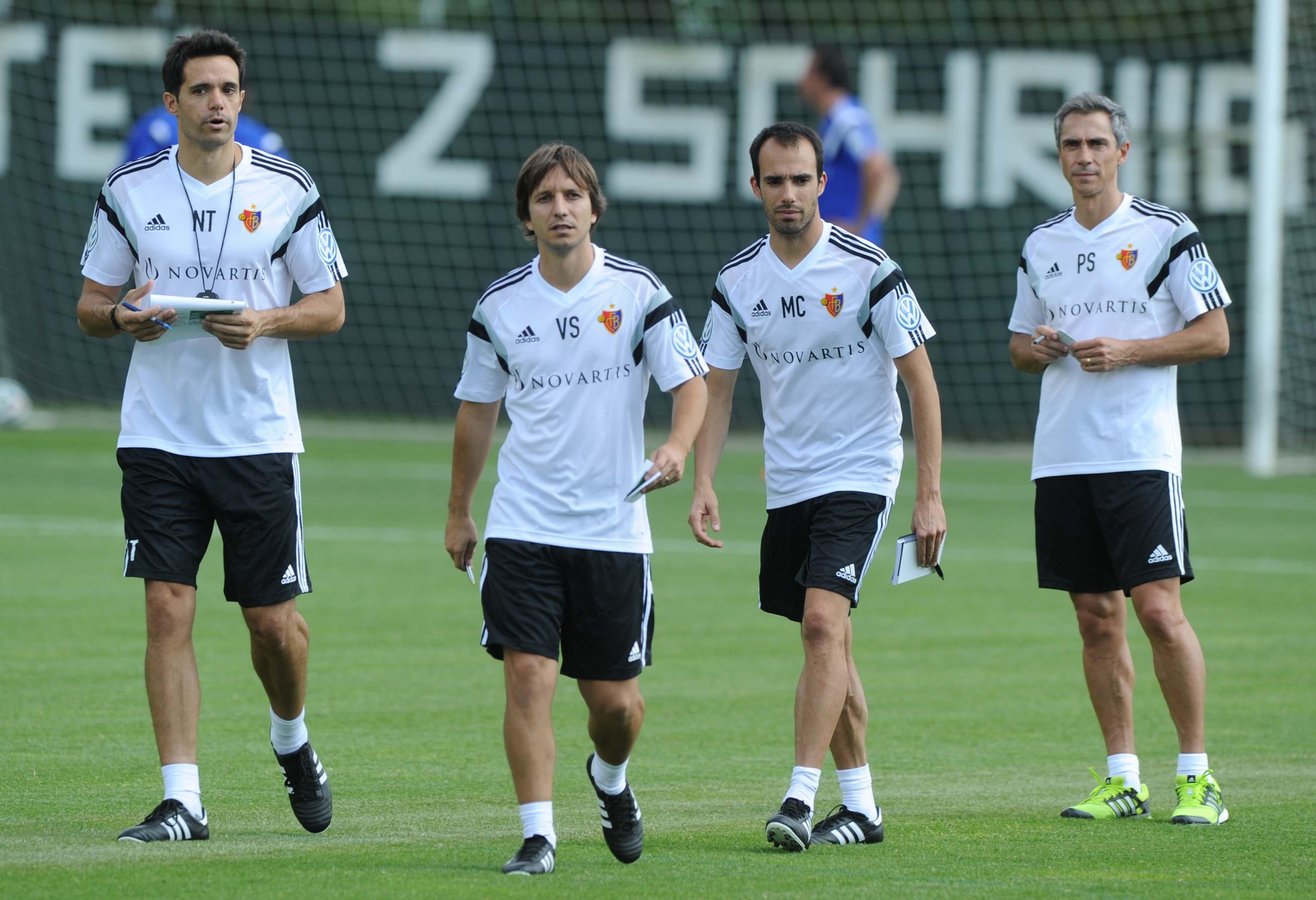Wollen mit den Spielern im Training unter sich bleiben: Paulo Sousa und seine Assistenten Manuel Cordeiro, Victor Sanches und Ignacio Torreno (von rechts).