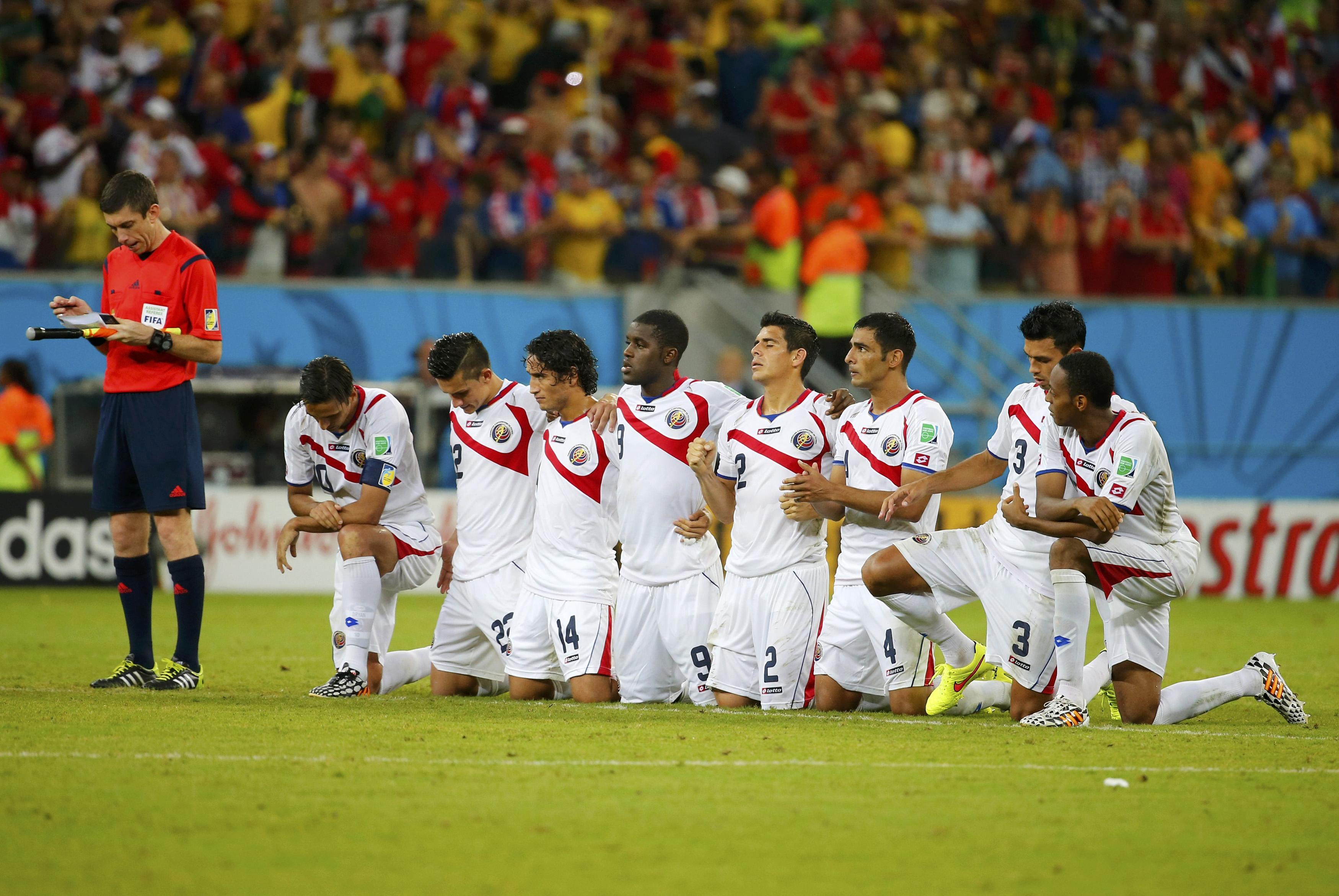Beispiel für die signifikante Erhöhung der Leistungsdichte: Costa Ricas Nationalteam. Der Aussenseiter setzte sich im Achtelfinal im Elfmeterschiessen gegen Griechenland durch.