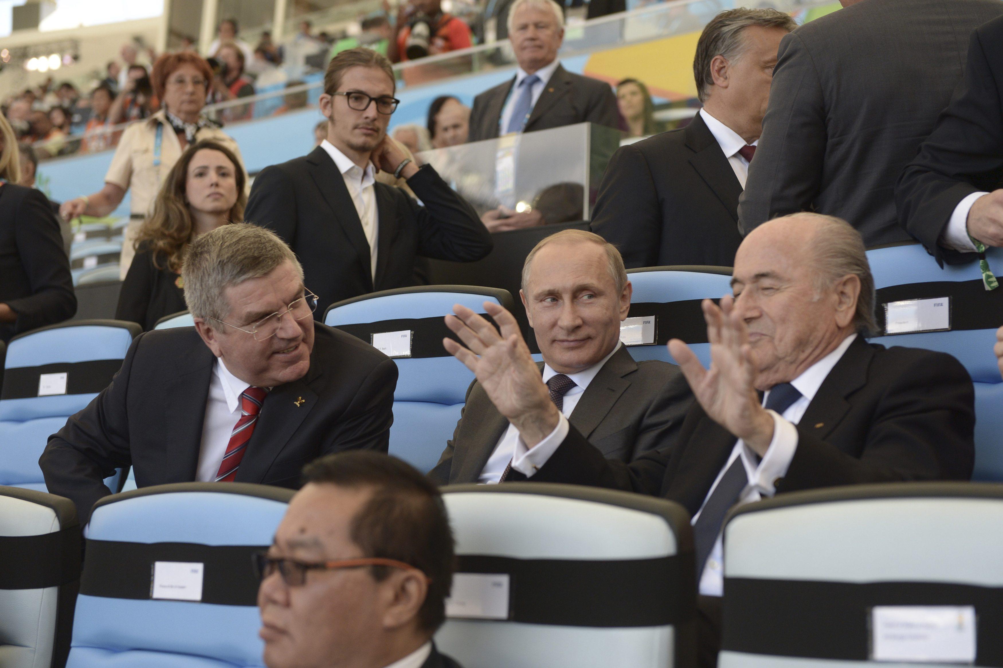Feine Gesellschaft: IOC-Präsident Thomas Bach, Russlands Präsident Wladimir Putin und Joseph Blatter beim Final im Maracana.