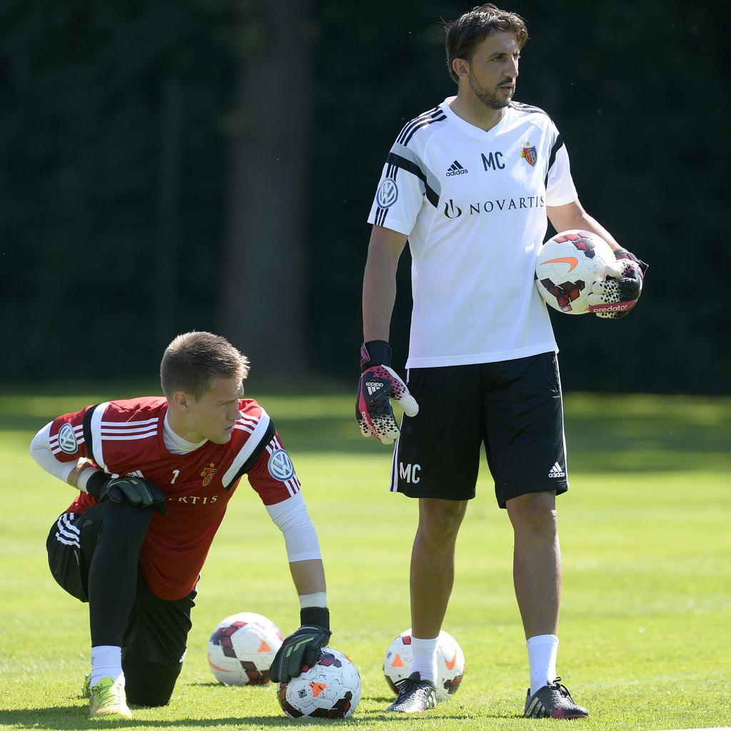 Der neue Torhüter und sein Coach: Tomas Vaclik mit Goalie-Trainer Massimo Colomba.