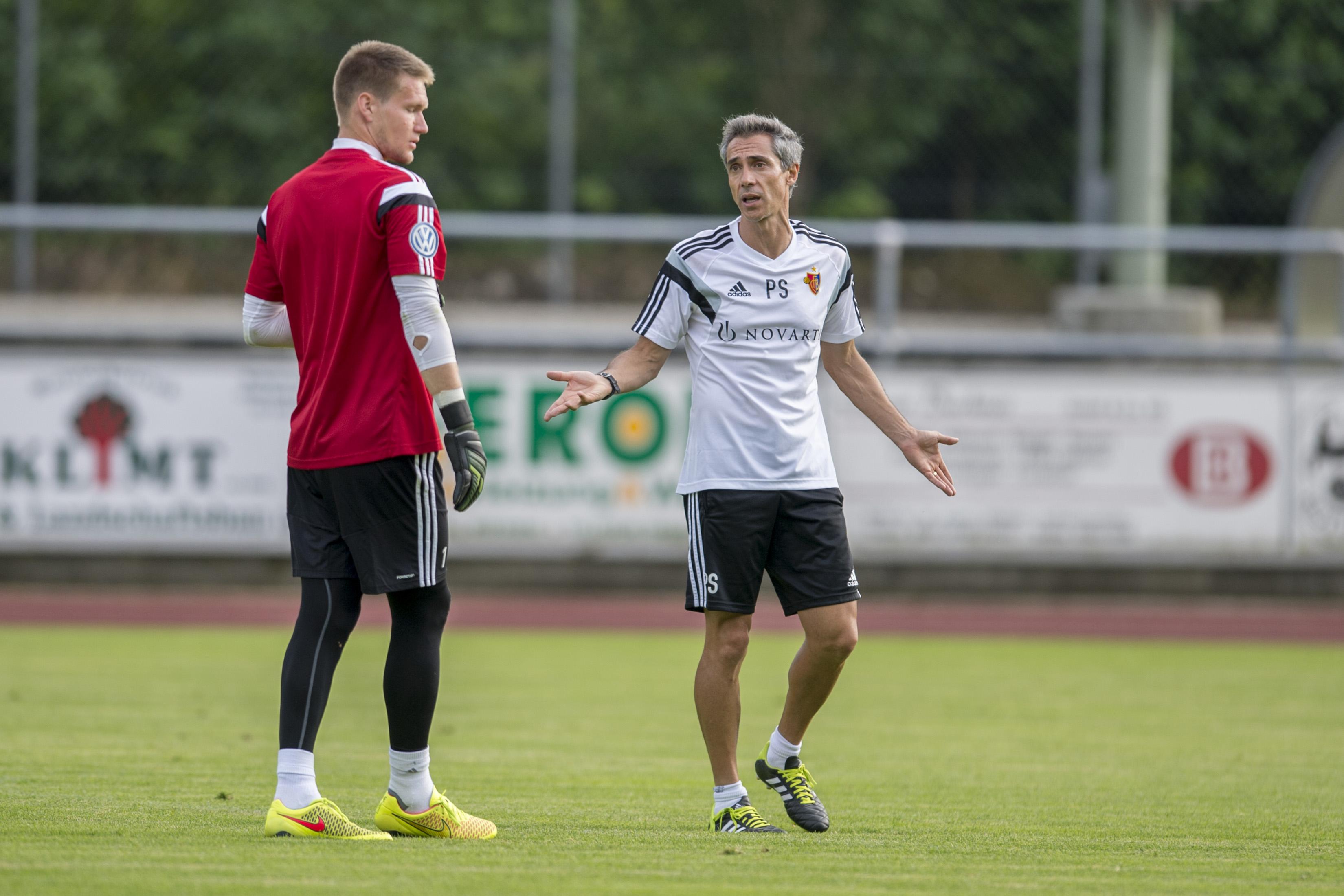An eine neue Umgebung, eine neue Mannschaft und einen neuen Trainer gewöhnen: Tomas Vaclik im Trainingslager von Rottach-Egern mit Paulo Sousa.