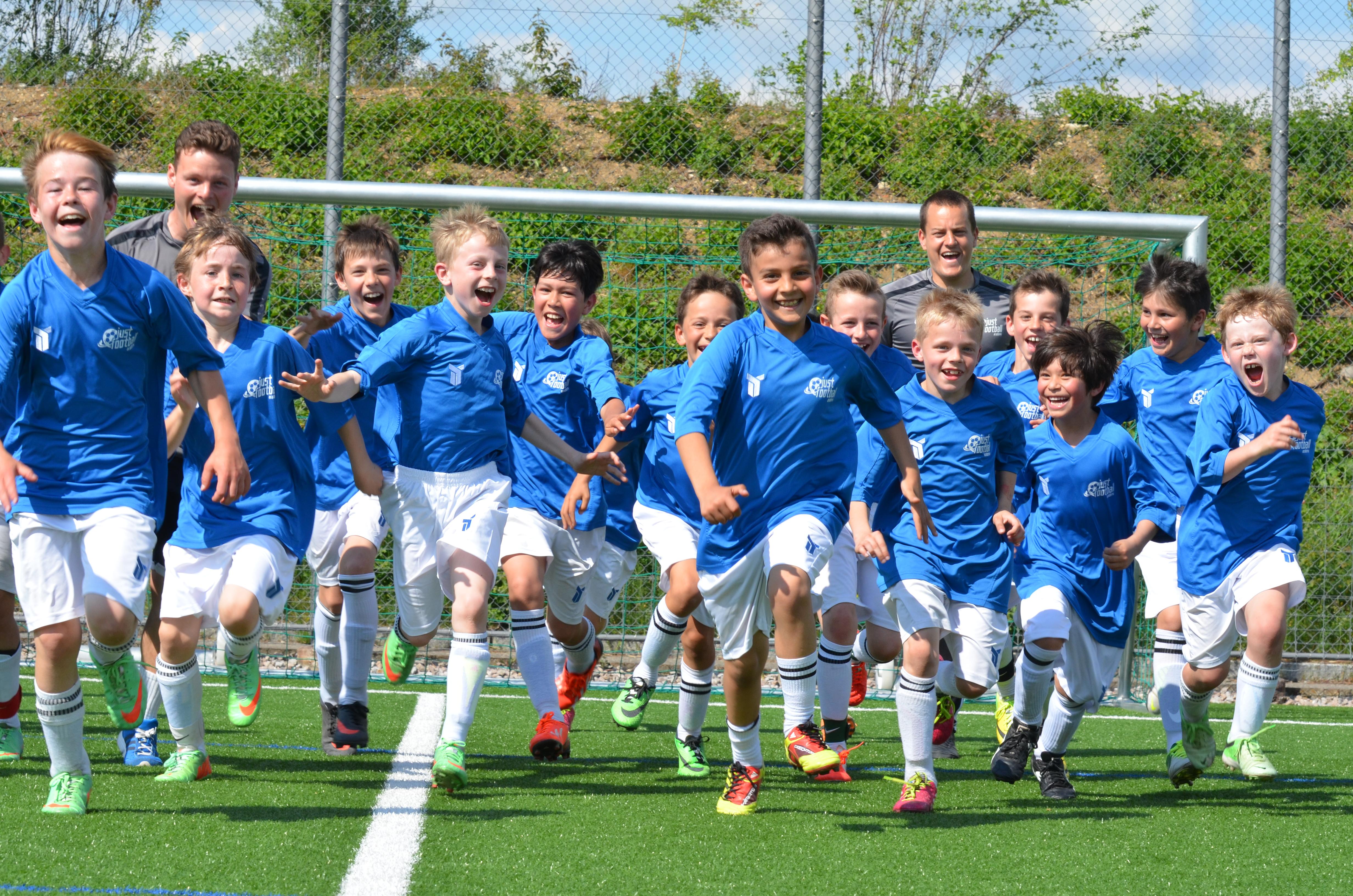 Junge Fussballer aus der Region Basel können Privatstunden nehmen.