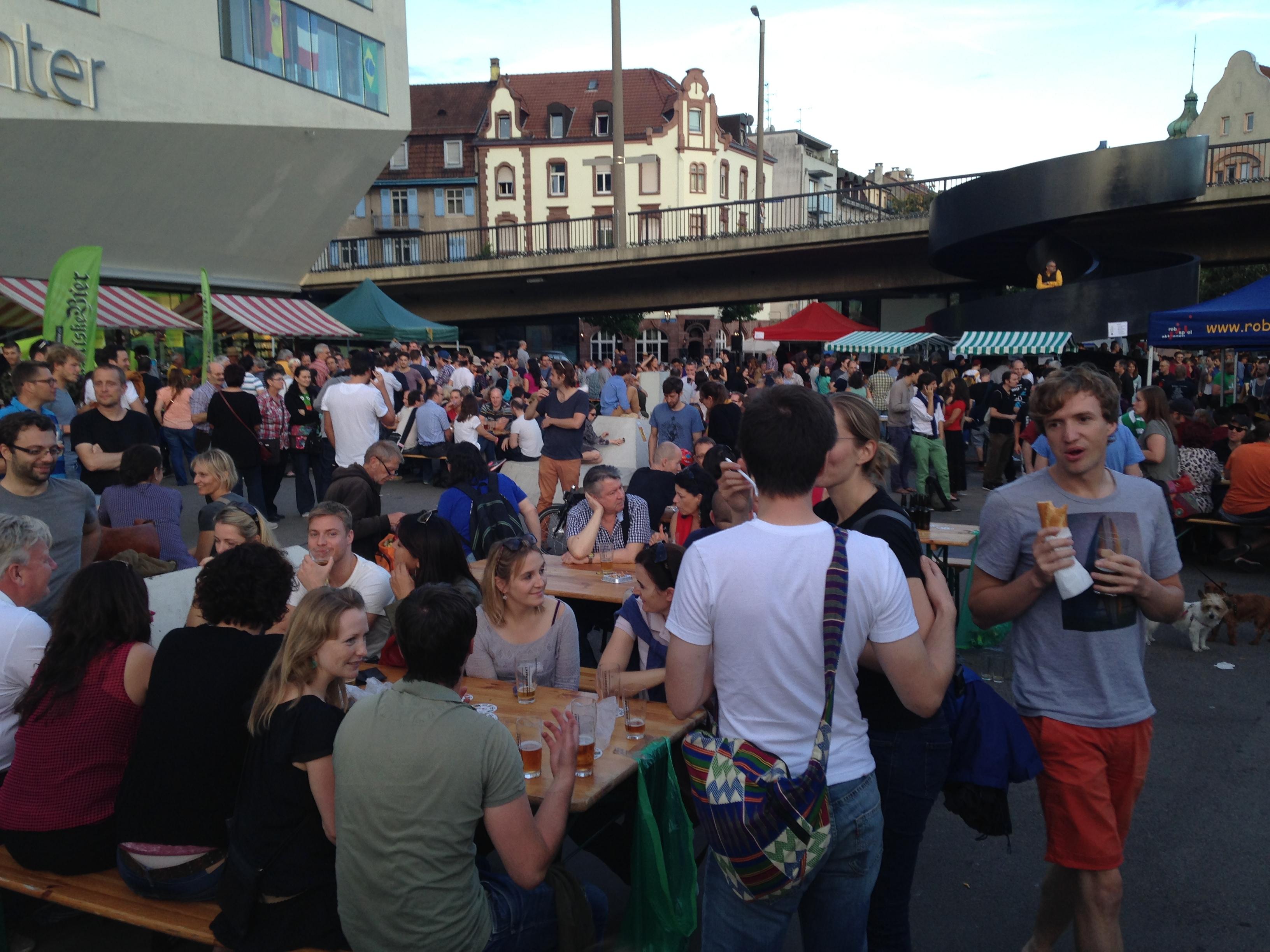 Viel Volk fand sich ein beim Basler Biermarkt.