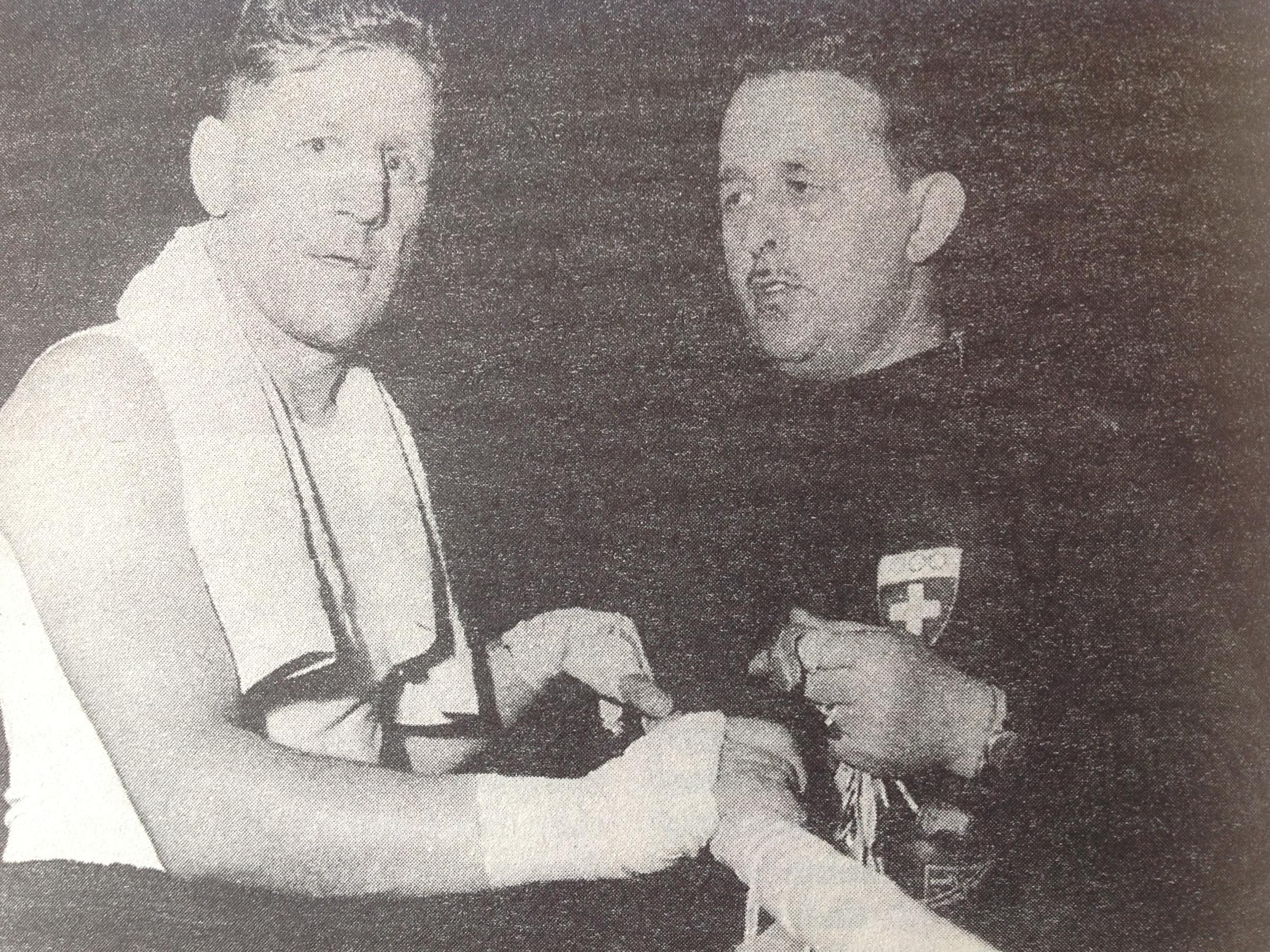 Hans Müller mit der Basler Box-Trainerlegende Hans Gass an den Olympischen Spielen 1948 in London.