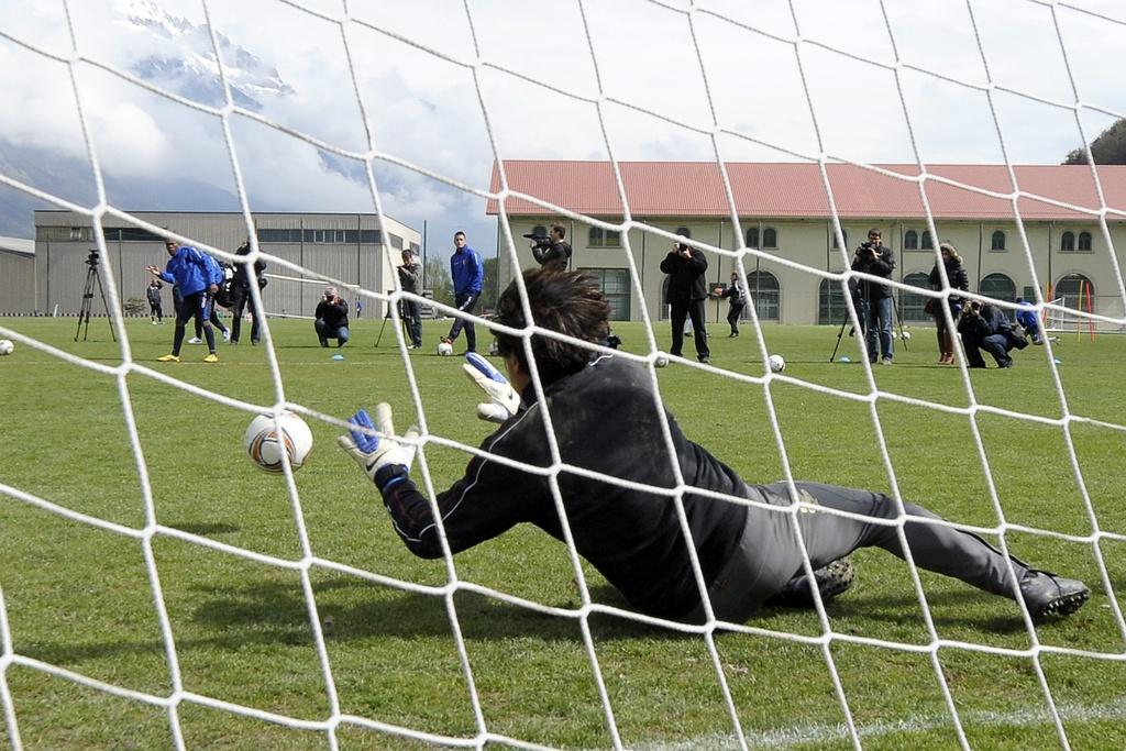 Ab und zu spürt Christian Constantin immer noch den Ruf der Goalie-Handschuhe. Zum Beispiel, wenn er eine Wette gegen den heutigen FCB-Spieler Geoffroy Serey Die gewinnen muss.