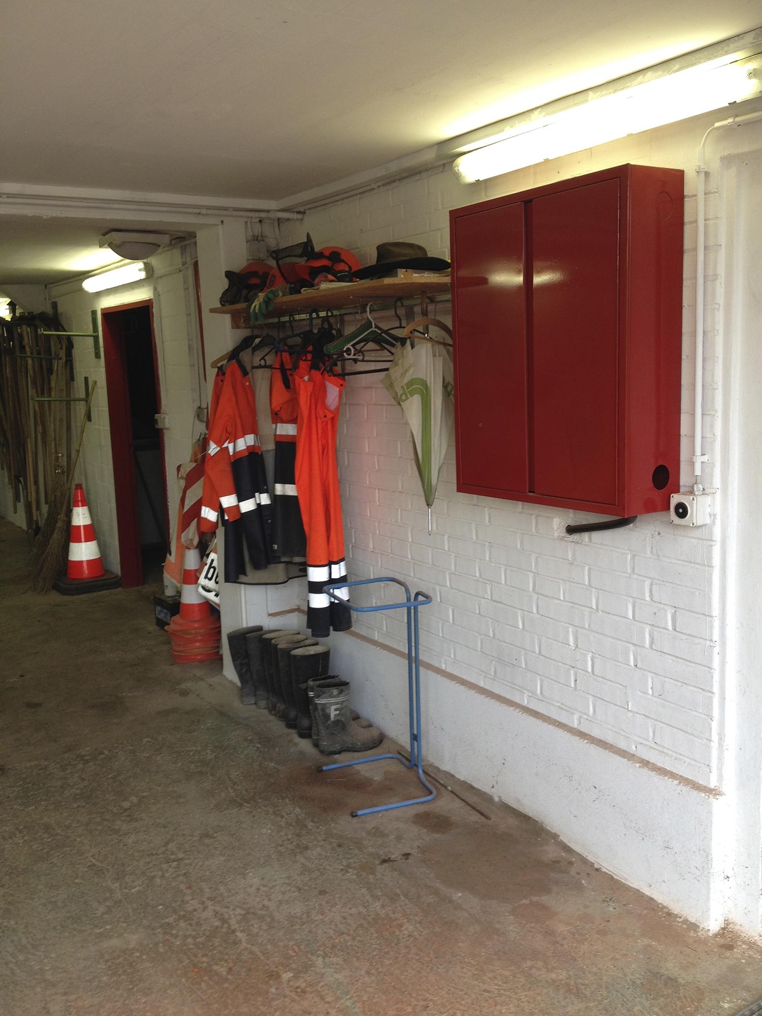 Der Lagerraum ist Dreh und Angelpunkt – hier versammeln sich die Sozialhilfebezüger jeden Morgen.