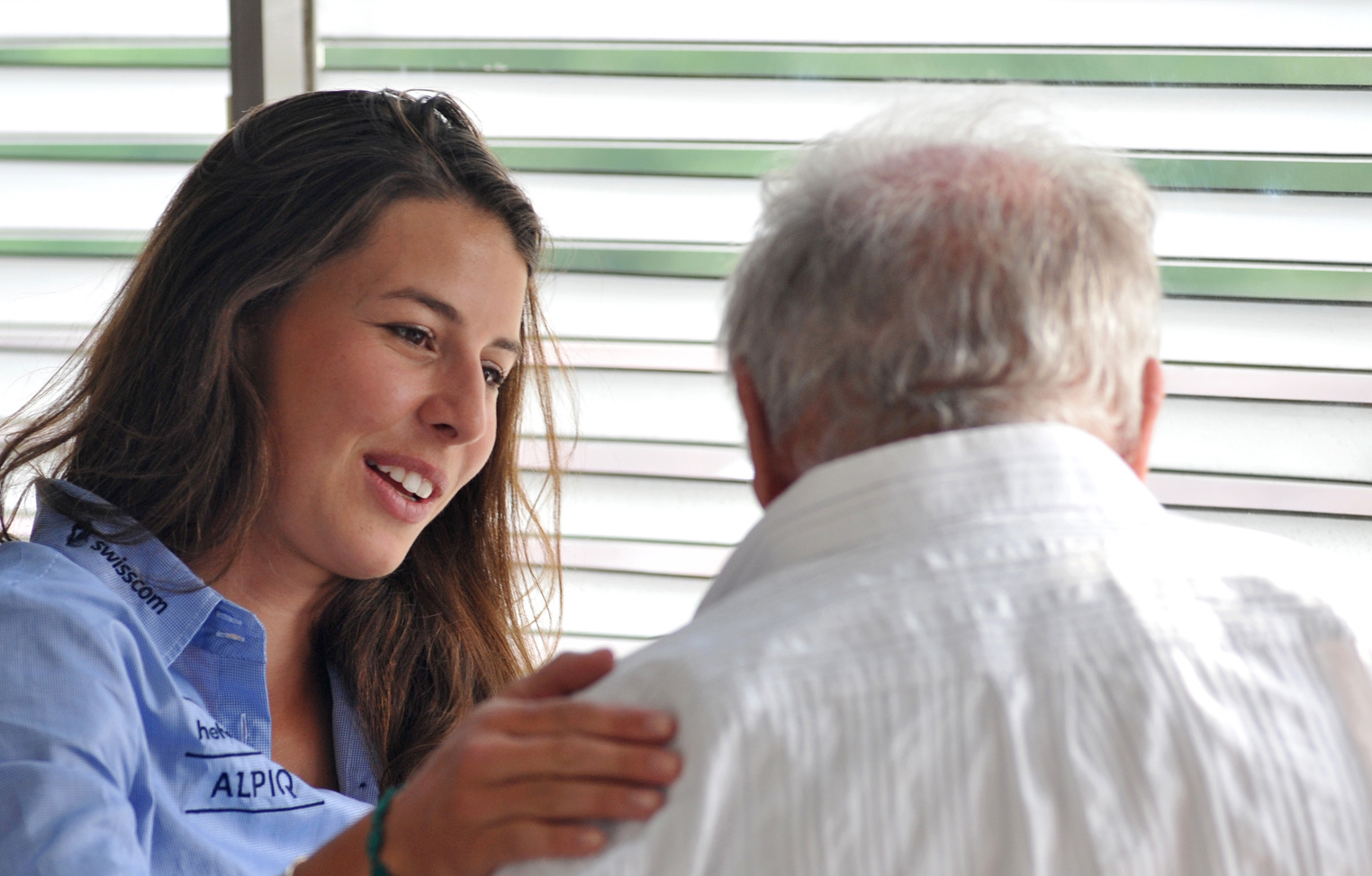 Dominique Gisin mit ihrem Arzt Dr. Bernhard Segesser