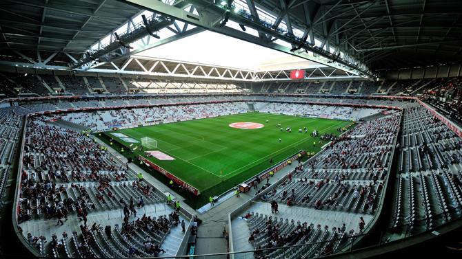 Tennis im umgebauten Fussballstadion: Auf Sand lässt Frankreich den Davis-Cup-Final gegen die Schweiz im Stade Pierre-Mauroy von Lille spielen.