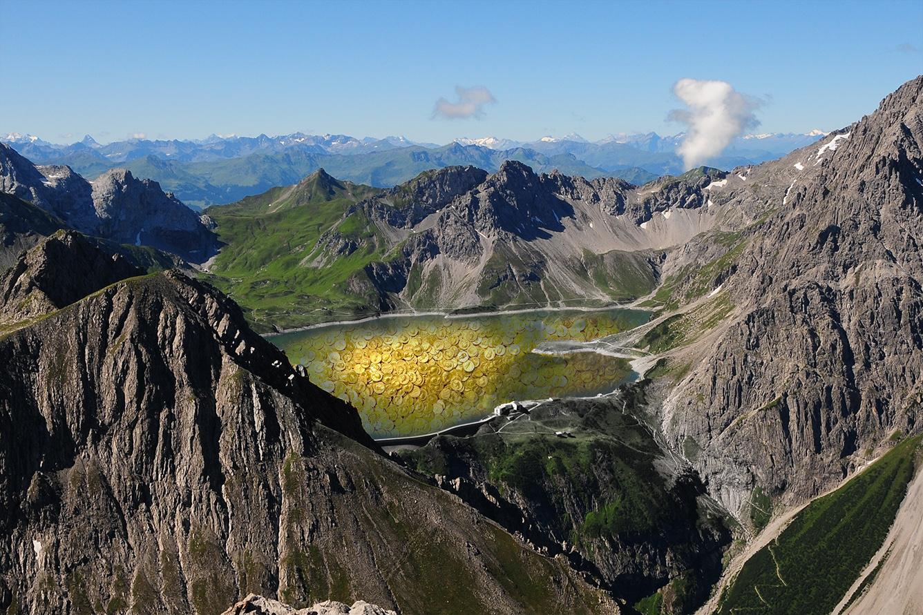 Der Legende nach liegen Raubgold und Schmuck auf dem Grund des Lünersees im österreichischen Voralberg, nahe der schweizerischen Grenze.