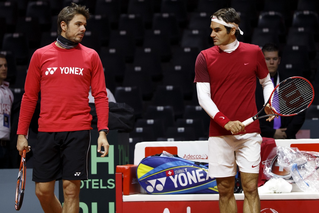 Stanislas Wawrinka, left, of Switzerland, and Roger Federer, of Switzerland, right, arrive for a training session of the Swiss Davis Cup Team prior the Davis Cup Final match between France and Switzerland, in Lille, Switzerland, Thursday, November 20, 2014. The Davis Cup World Group Final France vs Switzerland will take place from 21 to November 23. (KEYSTONE/Salvatore Di Nolfi)