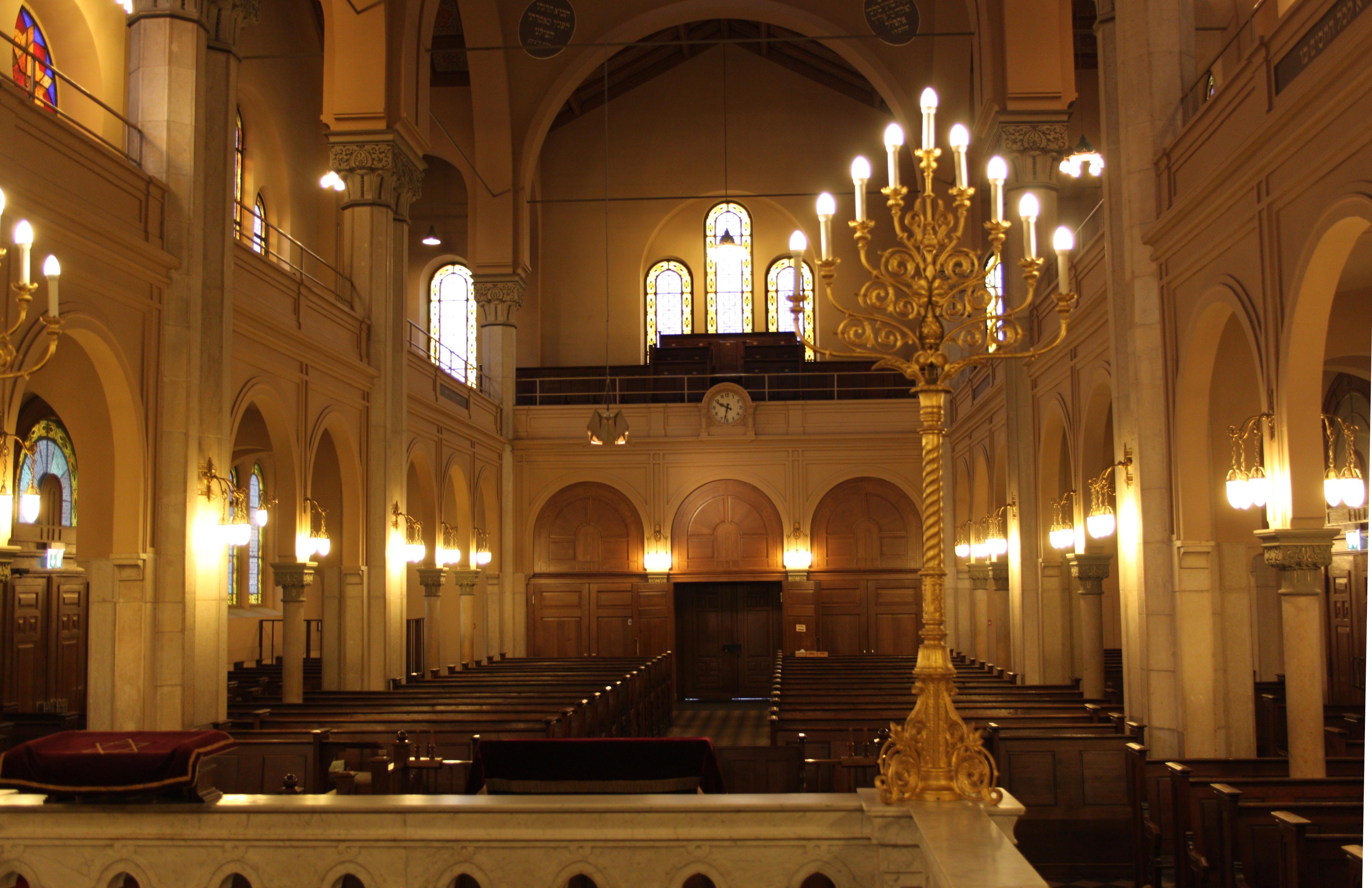 Durch seine Bauweise wirkt die Basler Synagoge wie ein Kirchenschiff.