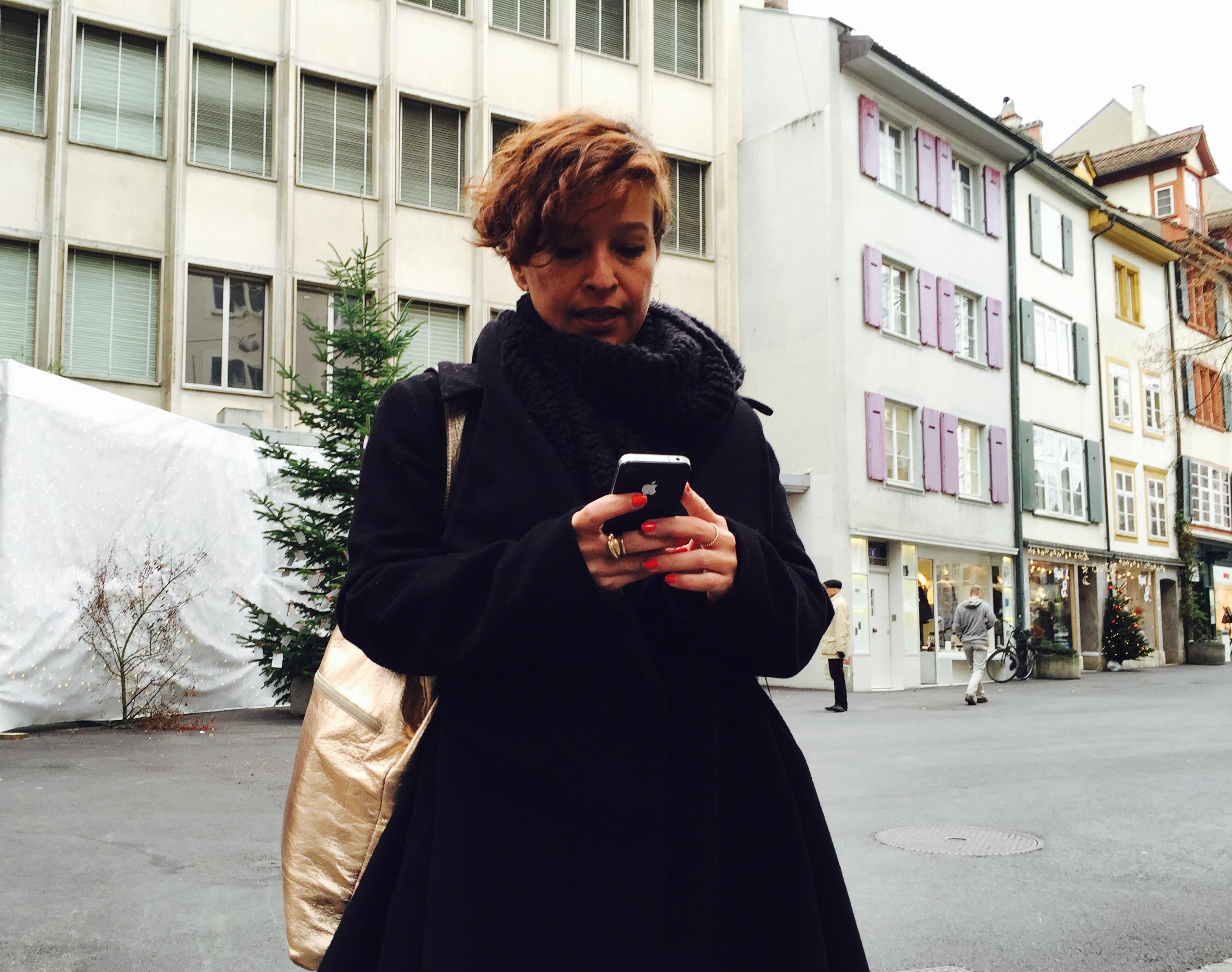 TagesWoche-Praktikantin Danielle Bürgin versucht sich am Uber-App und bestellt so ein Fahrzeug aus der Luxuskategorie «Black»