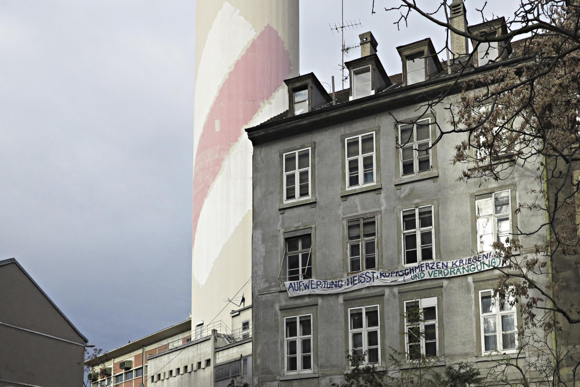 Die Häuser an der Wasserstrasse wurden seit Jahrzehnten nicht renoviert. Das soll sich mit der Übernahme durch die Wohngenossenschaft Gnischter ändern.