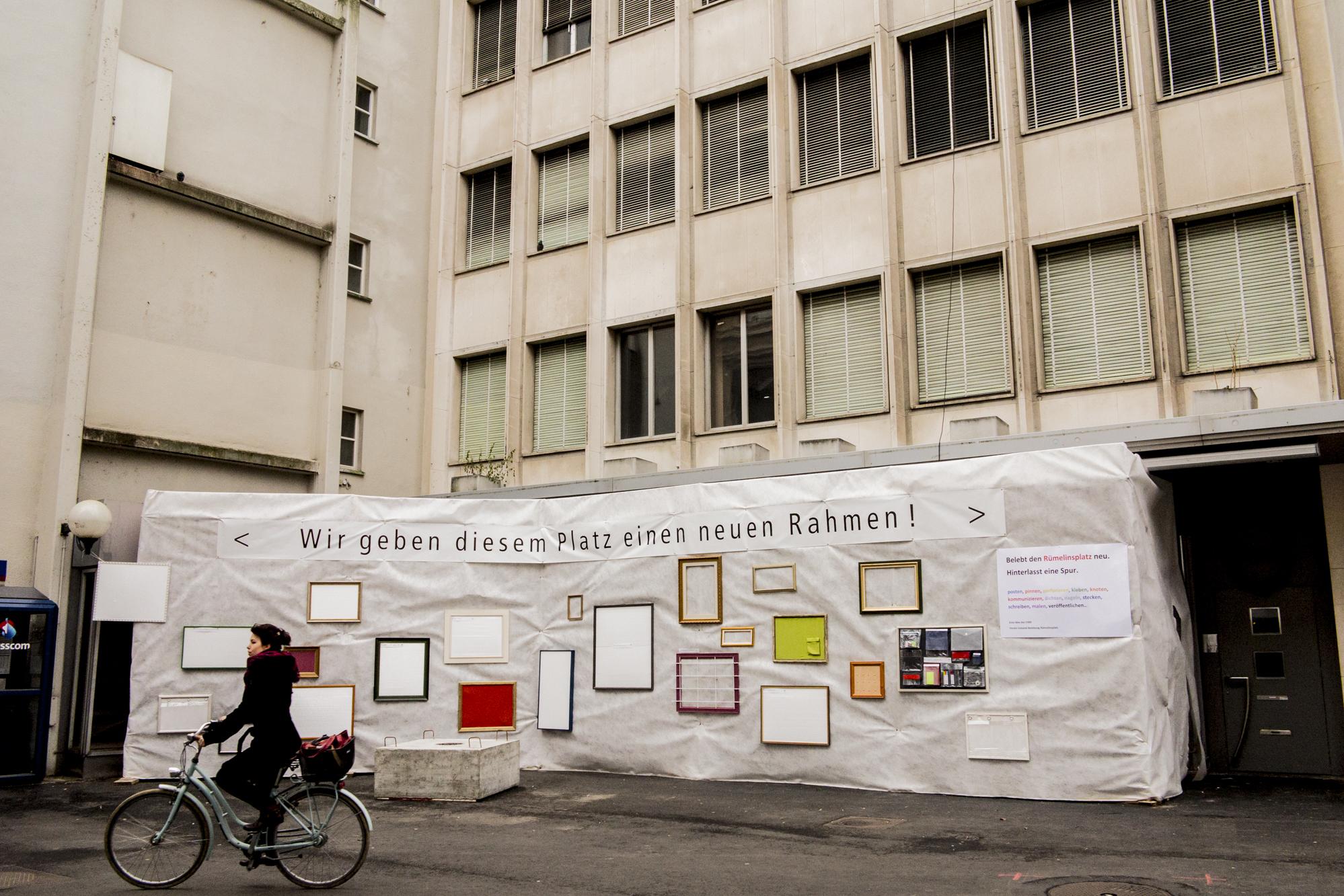 Fertig ist der Rahmen für das städtische Kunstwerk: Jetzt müssen nur noch die Menschen kommen und sich in den kreativ austoben.