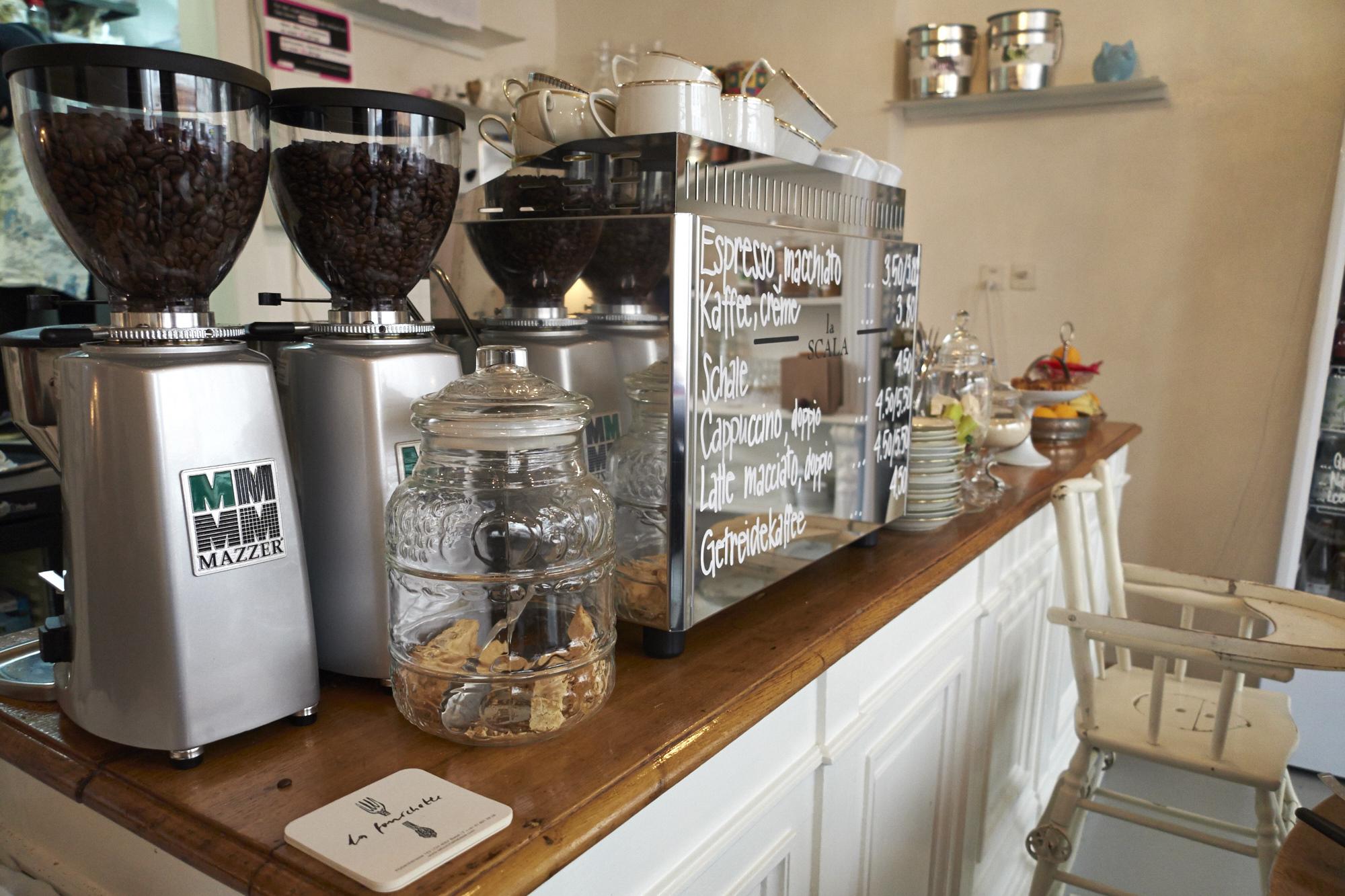 Im «La Fourchette» riecht es nach frisch gemahlenem Kaffee und hausgemachtem Kuchen.