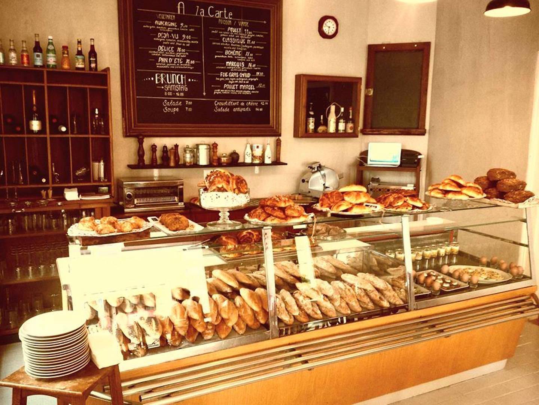 Baguettes und Süsses aus der hauseigenen Bäckerei im «Avant-Gouz» von Pierre Mendy.