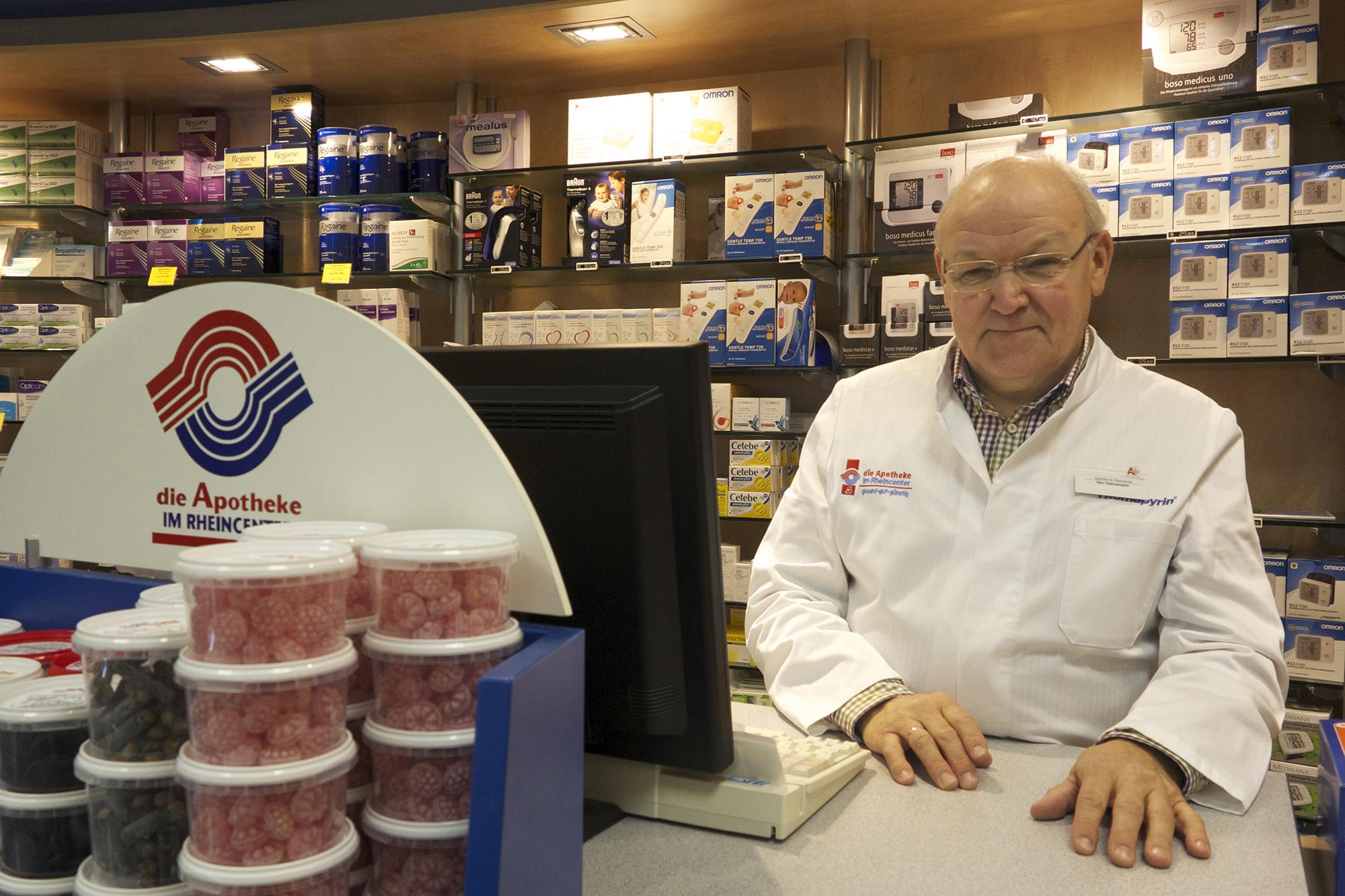 Apotheken-Chef Detlef Hahnemann gibt sich vorsichtig optimistisch und erwartet keinen sofortigen Ansturm.