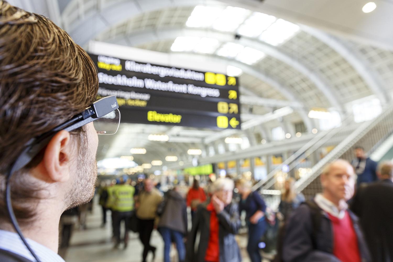 Im U-Bahnhof erkennt das Eye-Tracking, wohin der Fahrgast schaut.