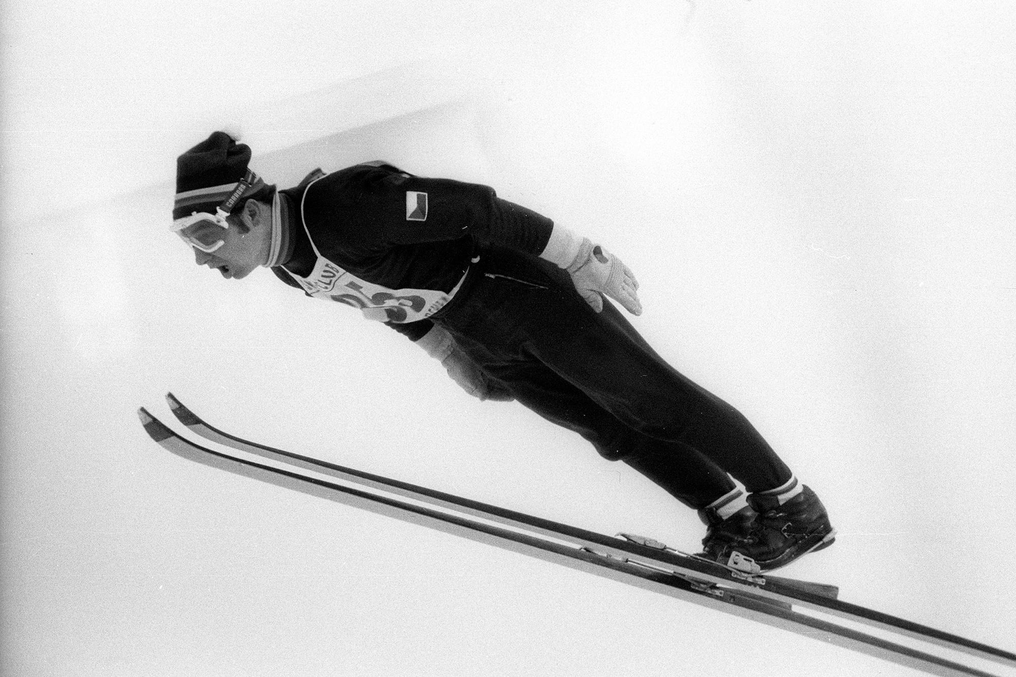 State of the Art bis in die 70er-Jahre: Jiri Raska (Tschechoslowakei) bei einem in allen Hinsichten perfekt ausgeführten Sprung im so genannten Fisch-Stil.