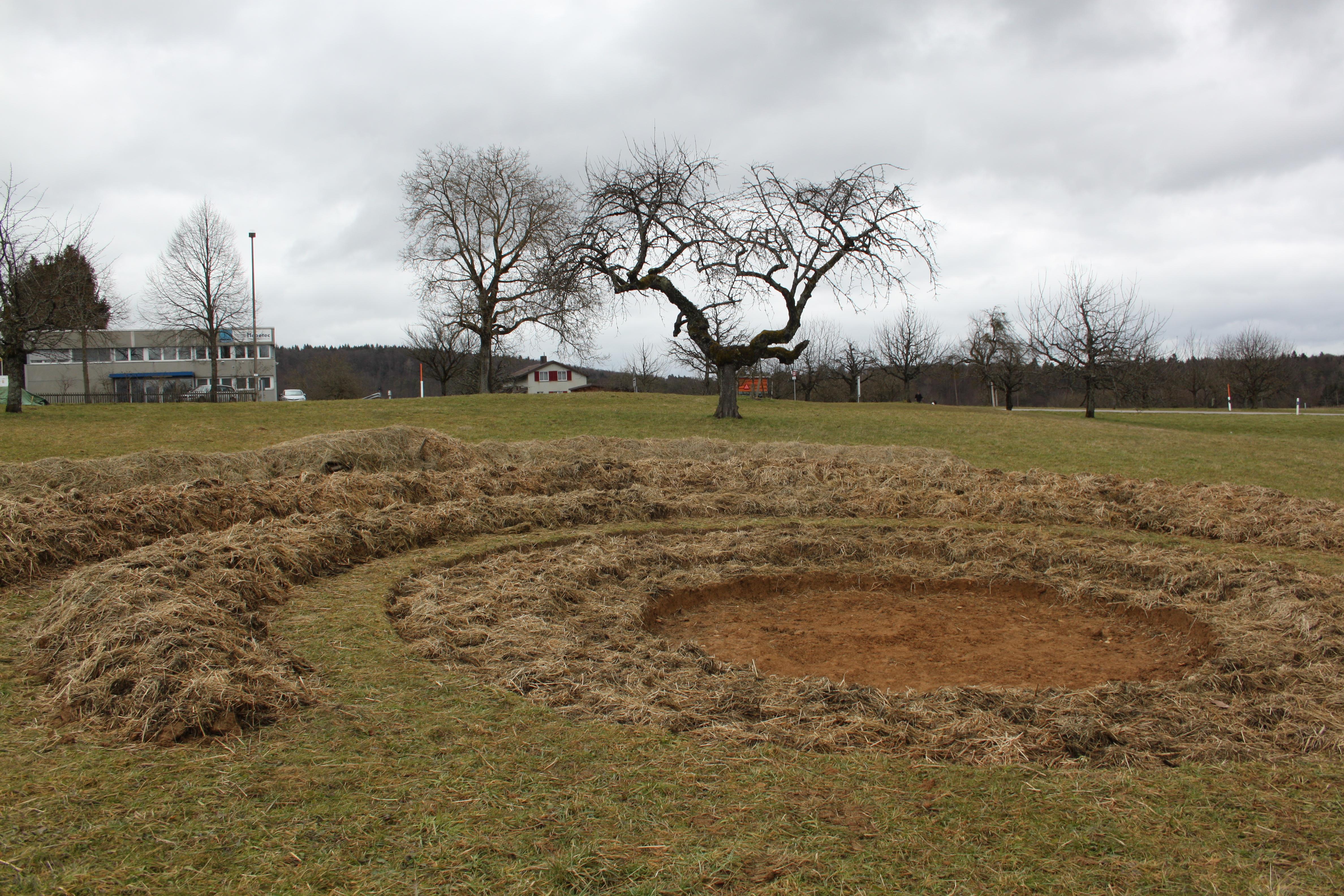 Mutet etwas esoterisch an: Das vom Verein Nuglar-Gärten angelegte Hügelbeet mit einem Krater in der Mitte.