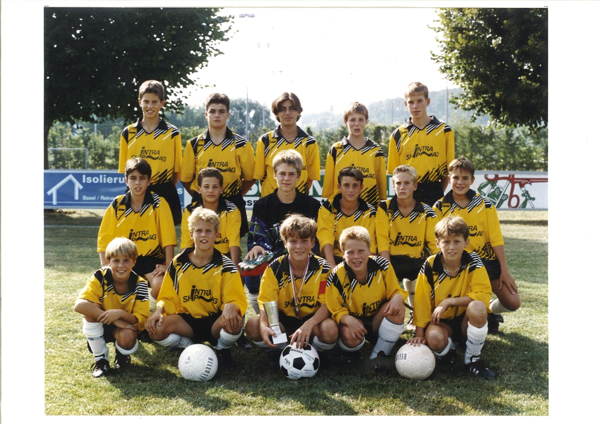 Marco Streller und sein Freund Alex Frei (2. und 3. v. l.) bei den Junioren des FC Aesch 1992/93.