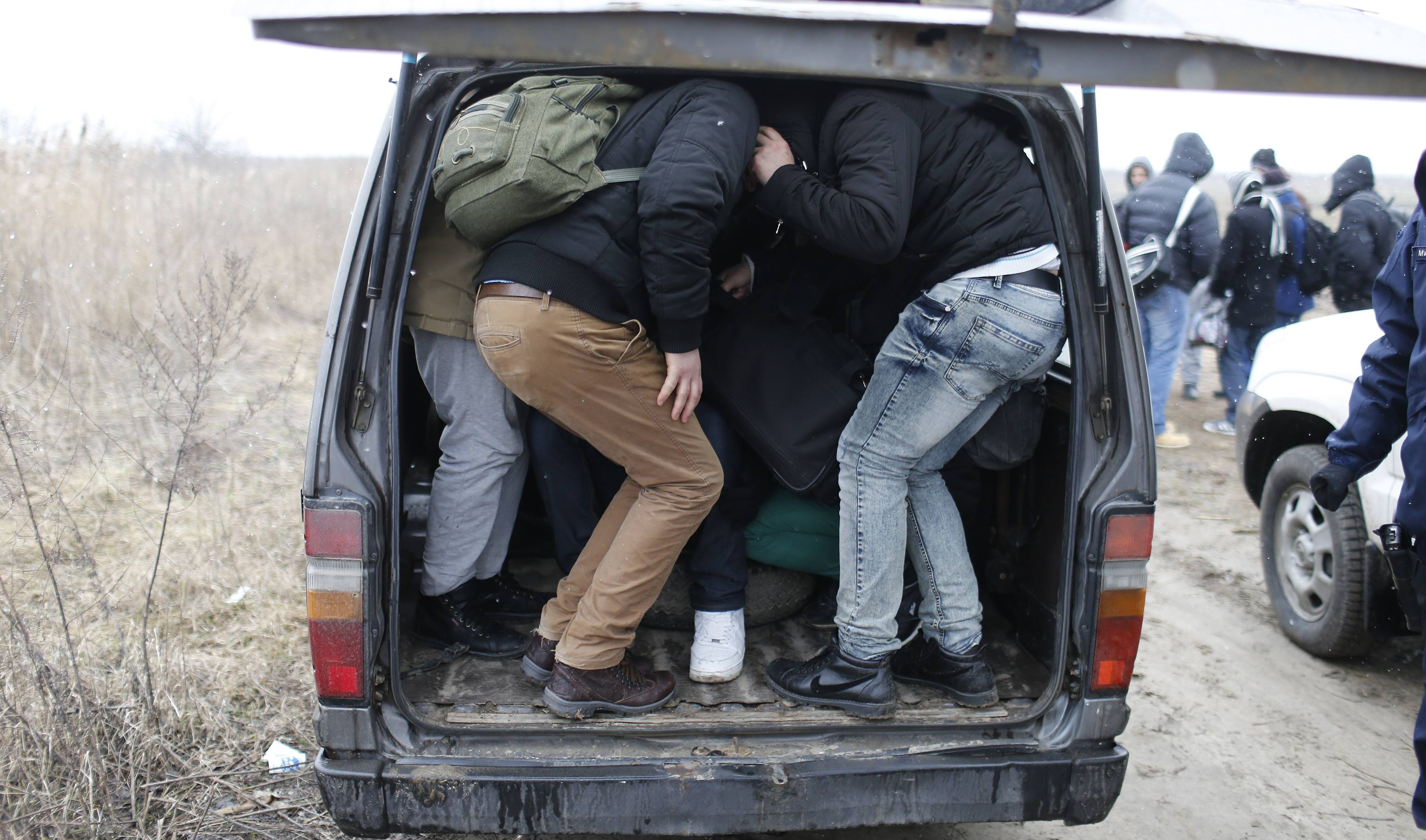 Kosovars try to enter a Serbian border police vehicle after being detained while trying to cross the border to Hungary, near the town of Subotica, near the Serbian-Hungarian border, February 6, 2015. The European Union is experiencing a steep rise in the number of Kosovo citizens smuggling themselves into the affluent bloc, with 10,000 filing for asylum in Hungary in just one month this year compared to 6,000 for the whole of 2013. It follows a relaxation of travel rules allowing Kosovars to reach EU borders via Serbia and has coincided with political turmoil and street unrest in Kosovo fuelled by poverty, high unemployment and economically debilitating corruption. REUTERS/Marko Djurica (SERBIA - Tags: SOCIETY IMMIGRATION POLITICS)