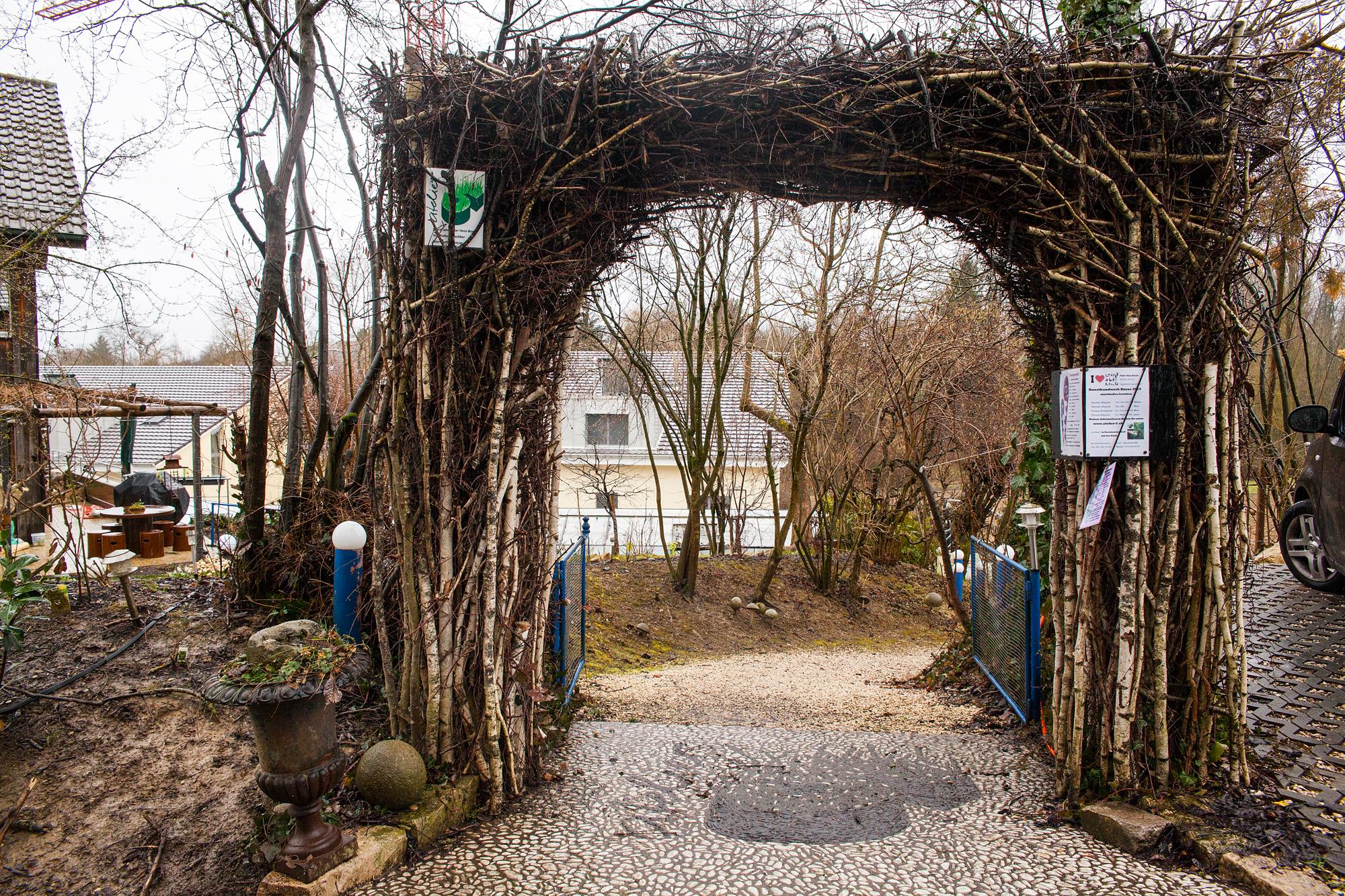 Kunstvolle Wiederverwertung: Eingang zu Peter und Marie Hess' Zuhause.