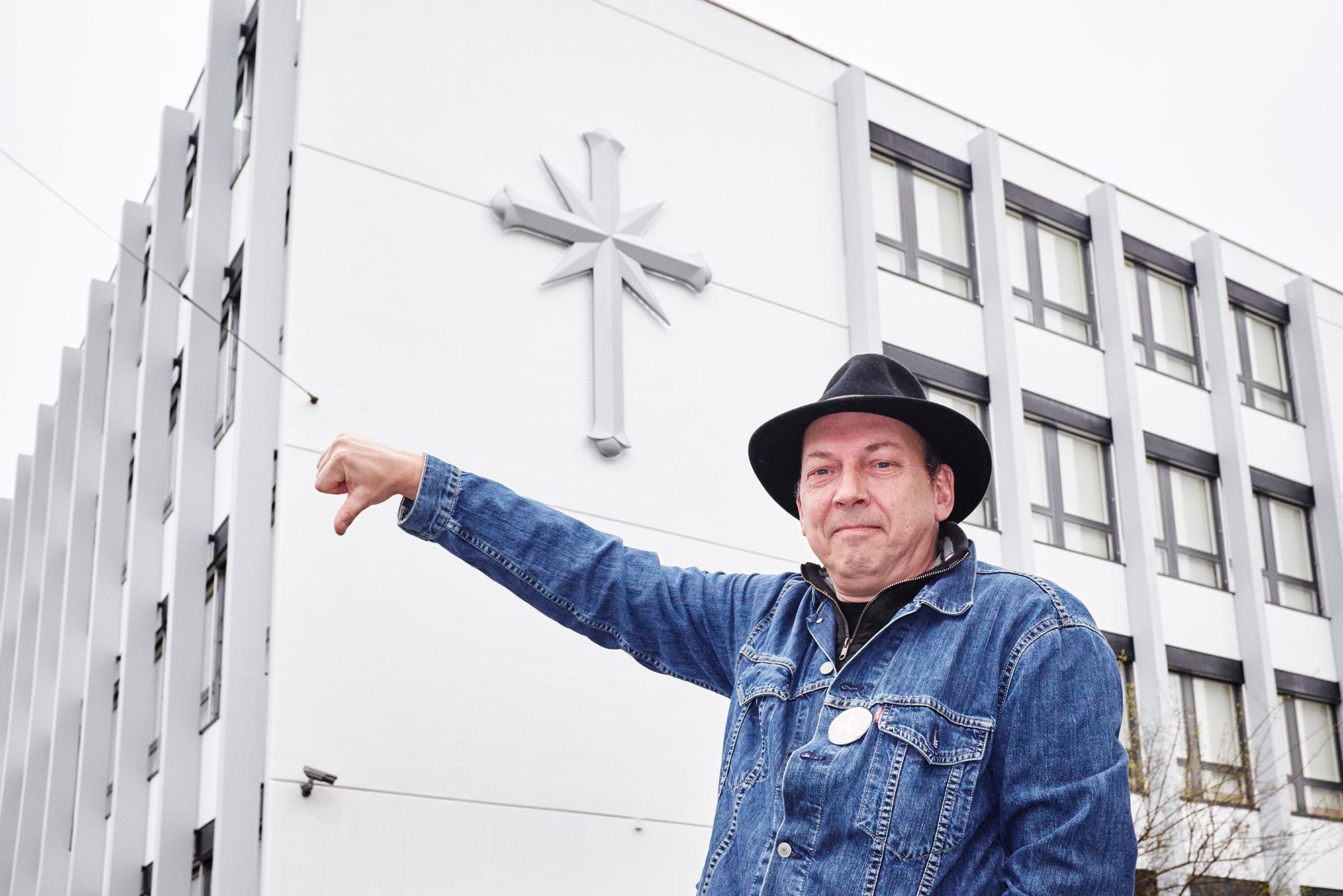 Quartieraktivist Thomas Erlemann hat sich seine Meinung über die neue Scientology-Zentrale gebildet.