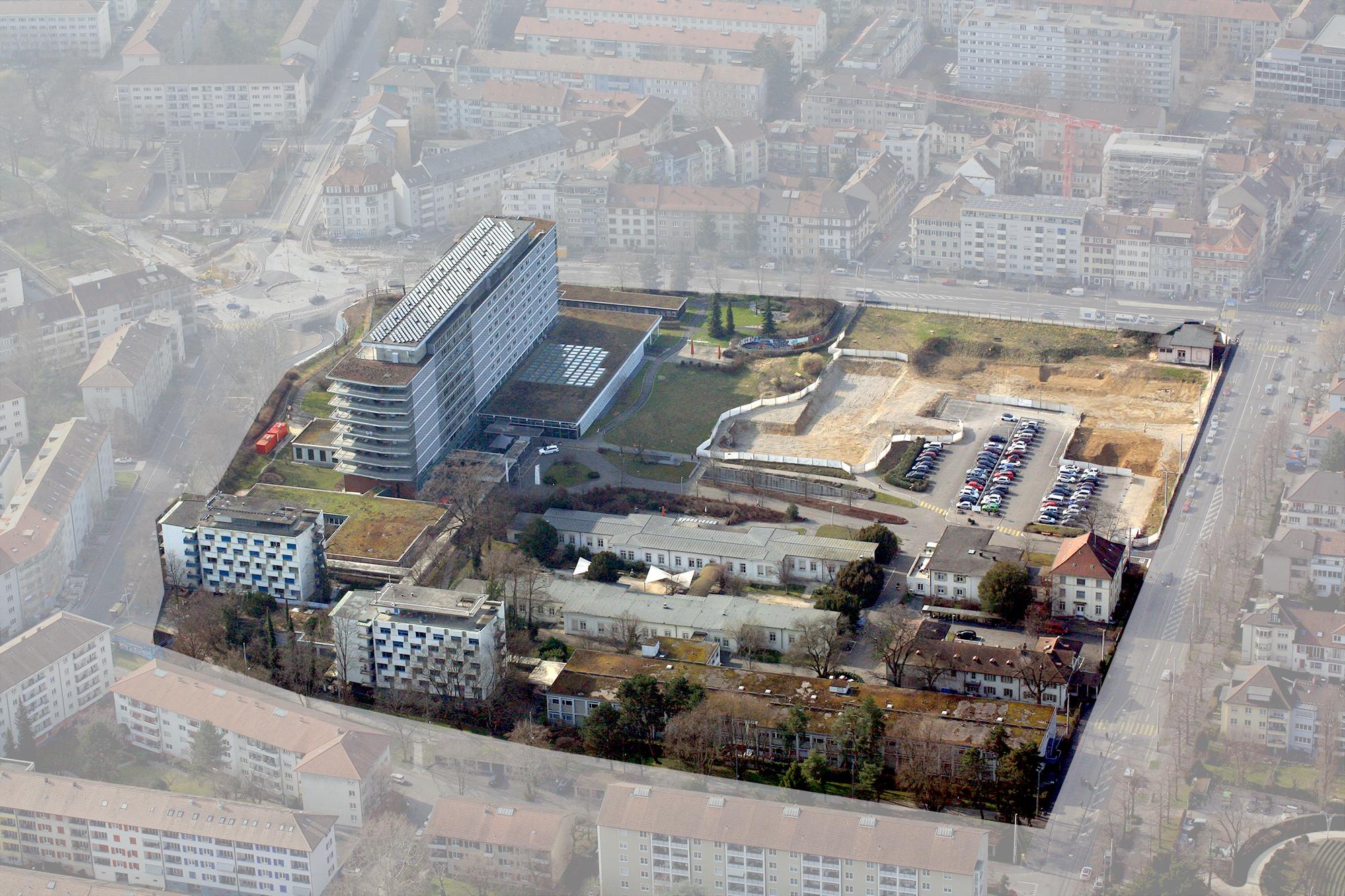 Vogelperspektive: Auf dem Felix-Platter-Areal gibt es ab 2019 mächtig viel Platz für neue Wohnungen. Dann soll das neue Spitalgebäude (Baustelle oben rechts) in Betrieb genommen werden.