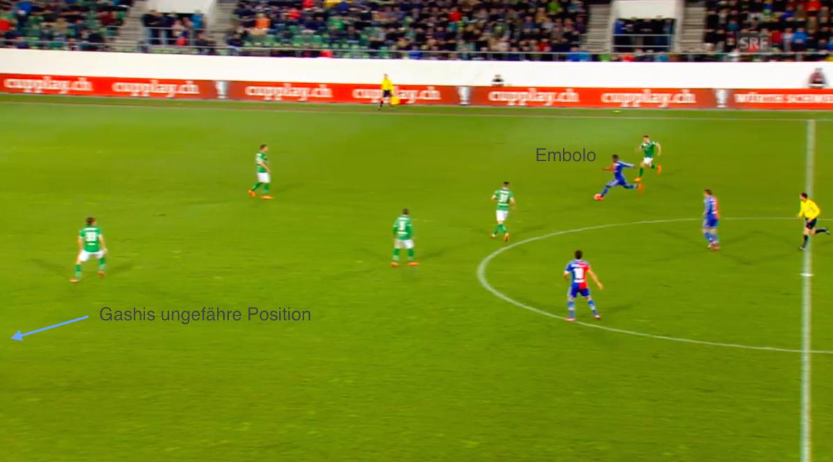 Die Situation vor dem 0:3 beim Spiel des FC St. Gallen gegen den FC Basel (1:3) mit Passgeber Breel Embolo und Torschütze Shkelzen Gashi.