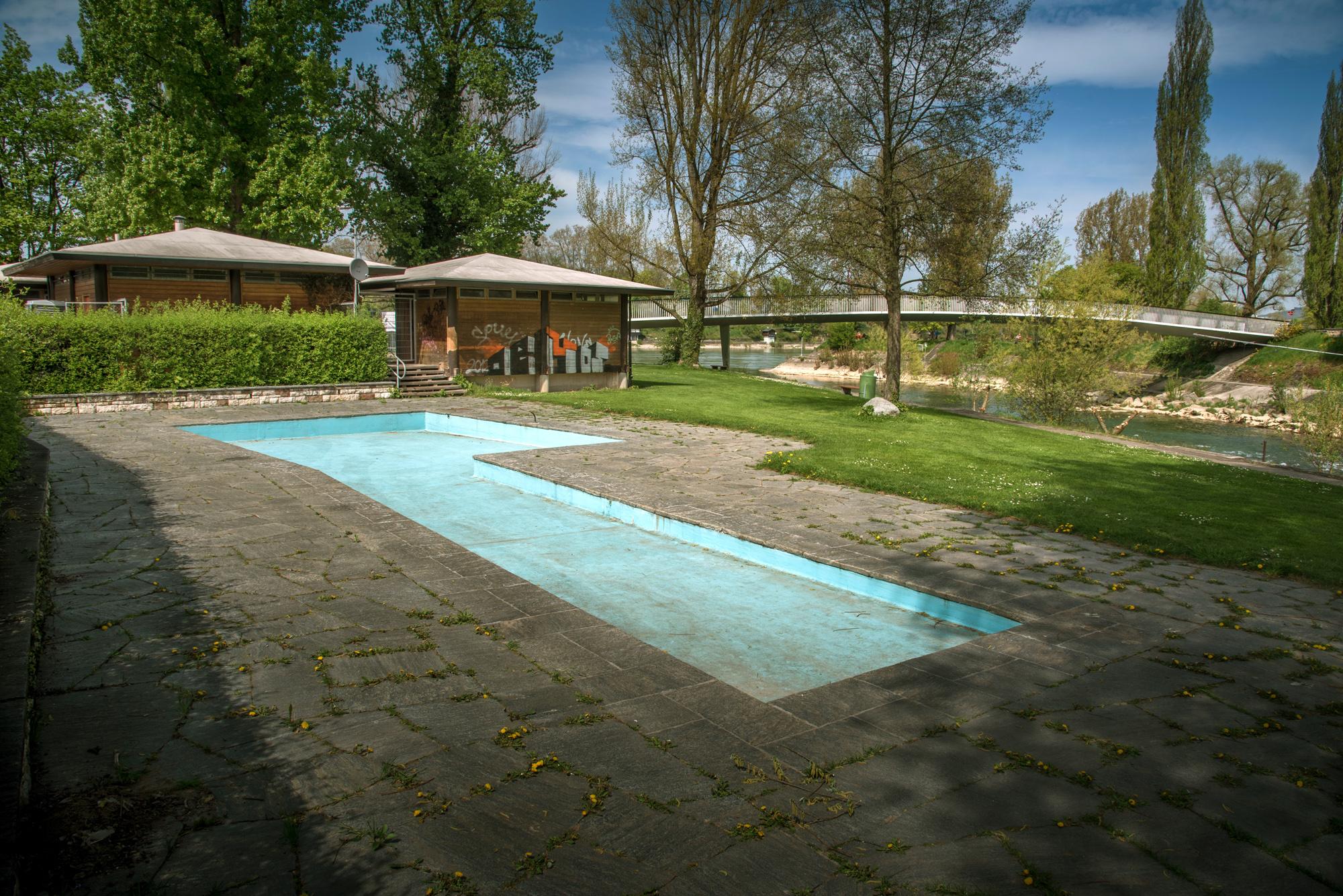 Pünktlich zur Eröffnung wird auch das Plantschbecken hinter dem Restaurant für die kleinen Schwimmer bereitstehen.