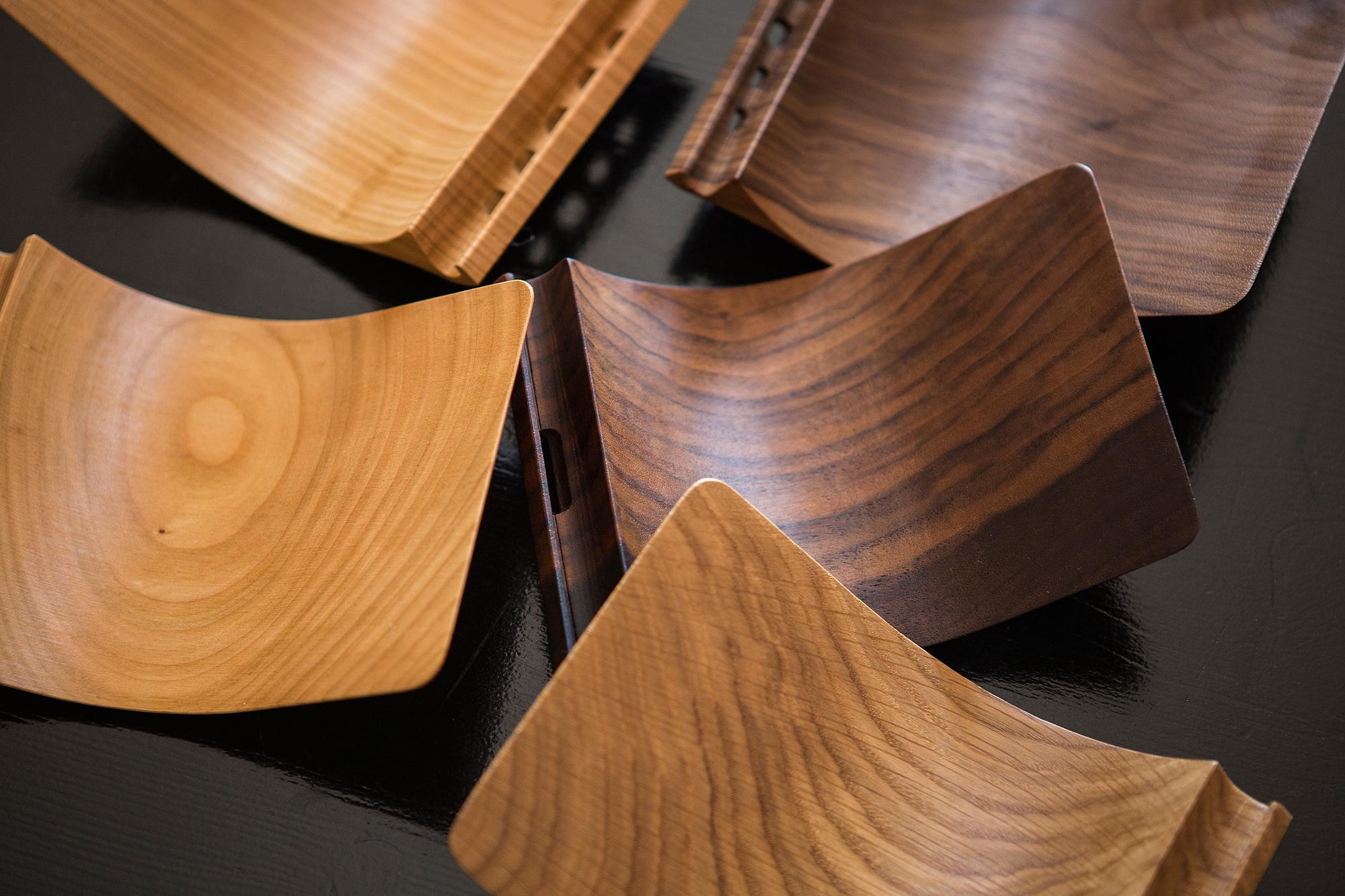 Die Holzmaserung sieht bei jedem einzelnen «Yohann» anders aus.