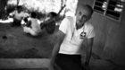 Dr. Gerd Bunzel ist nach über sechzig Patienten völlig erschöpft und gönnt sich eine Behandlungspause. Die drückende Hit