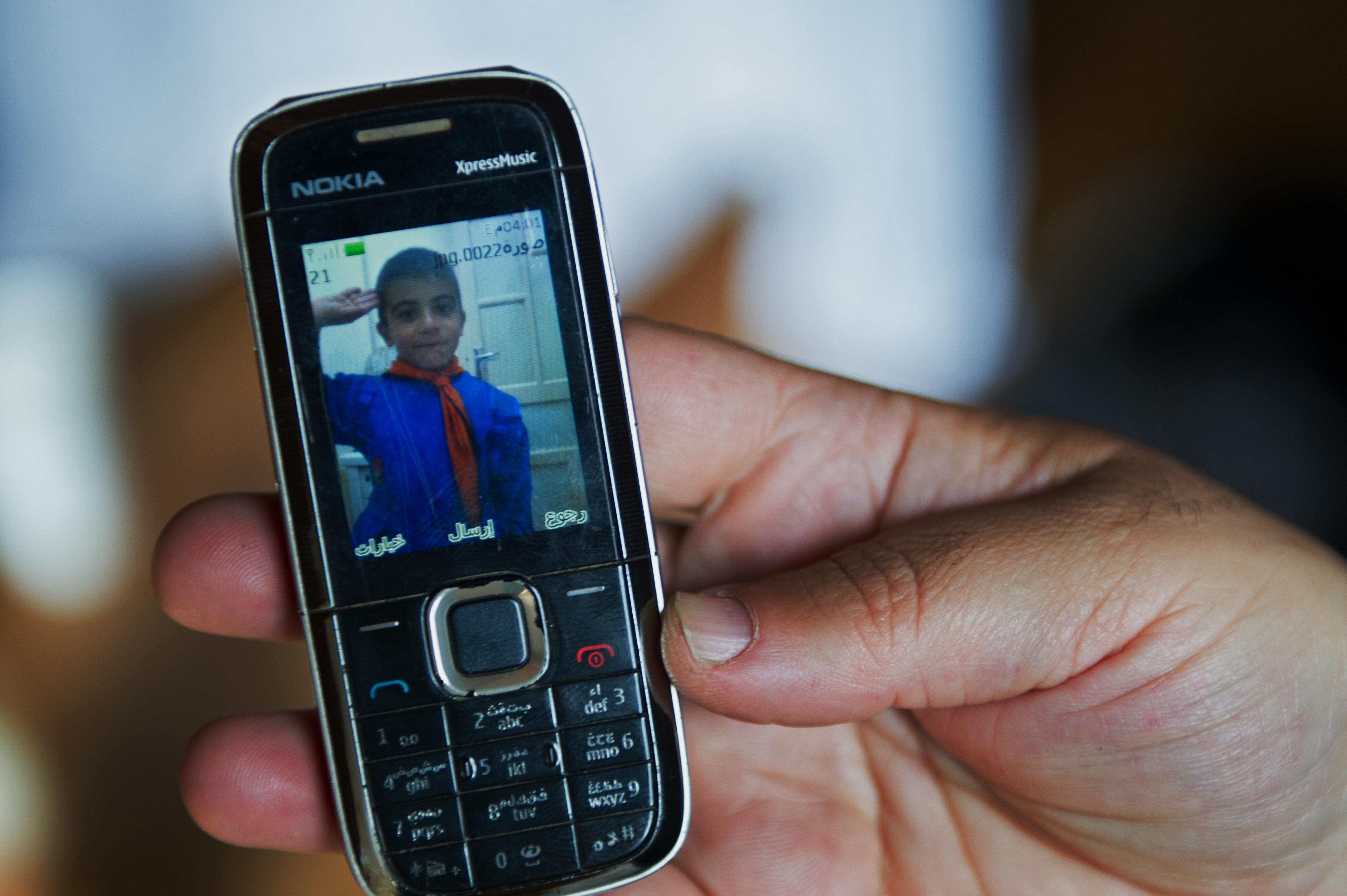 Ein Foto von Ahmad, Chakibs Sohn, auf Chakibs Mobiltelefon.