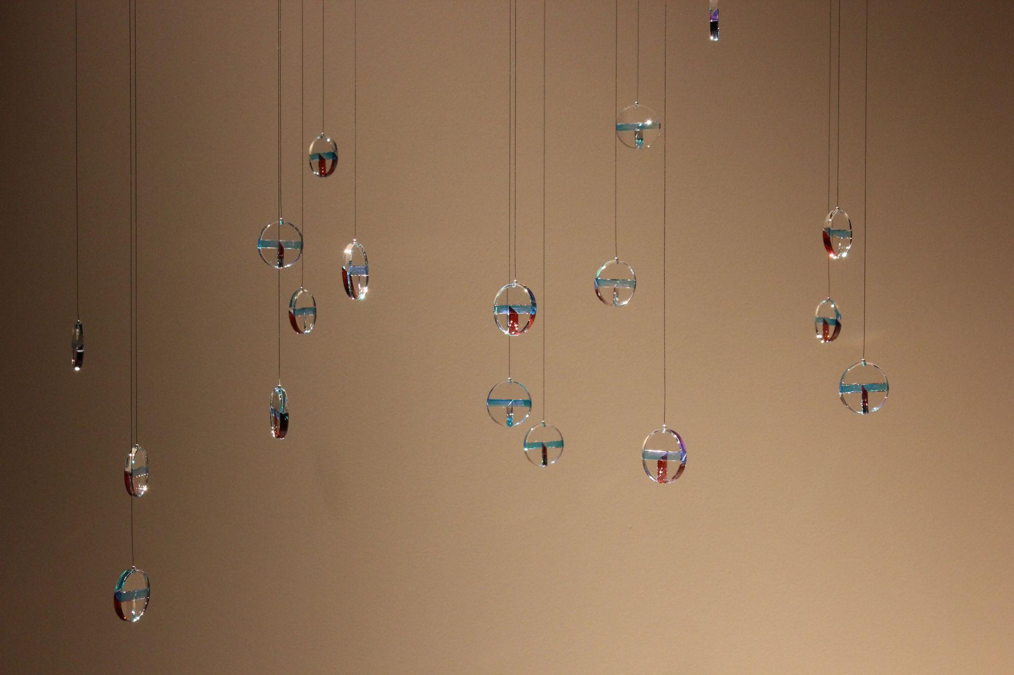 Und noch ein Beitrag eines eingebetteten Designers: Tomàs Alonsos Glasobjekte «47°».