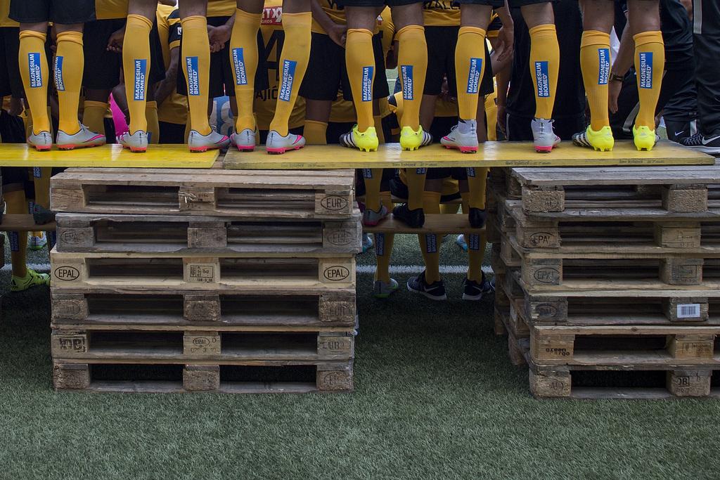 Das Kader der ersten Mannschaft des BSC Young Boys waehrend dem offiziellen Fototermin vor Beginn der Saison 2015/16 am Dienstag, 14. Juli 2015 im Stade de Suisse Wankdorf in Bern.(KEYSTONE/Lukas Lehmann)