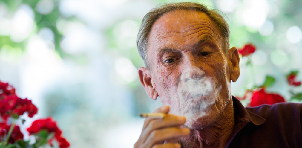 FC Lugano presents the new coach Zdenek Zeman, pictured while smoking, in Lugano southern part of Switzerland, on Wednesday June 17 2015. With Zdenek Zeman Lugano commits an especially in italy well known coach. The 68-year-old Zeman trained clubs such as AS Roma, Napoli, Lazio and Fenerbahce Istanbul. (KEYTONE/TI-PRESS/Gabriele Putzu)