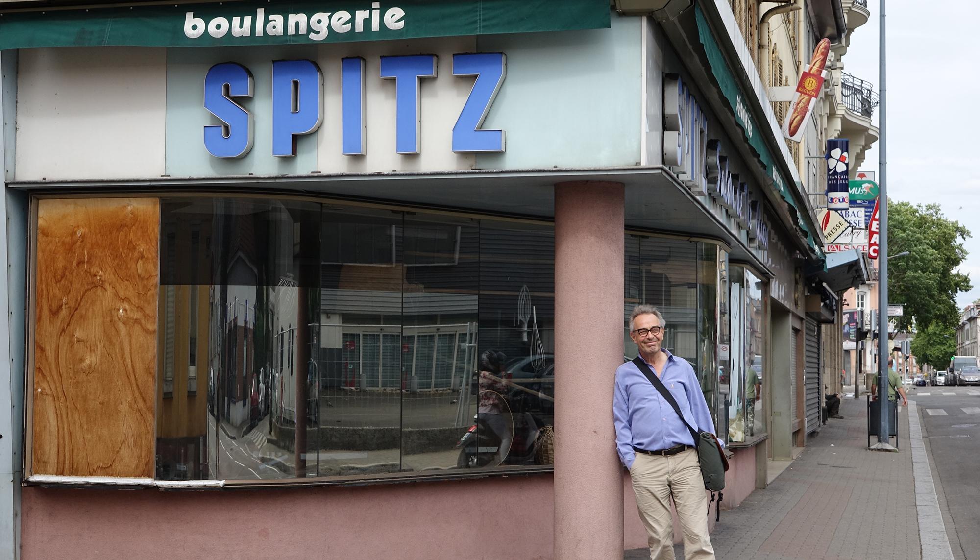 Mischa Schaub vor der Boulangerie Spitz, Schauplatz eines seiner künftigen Projekte.