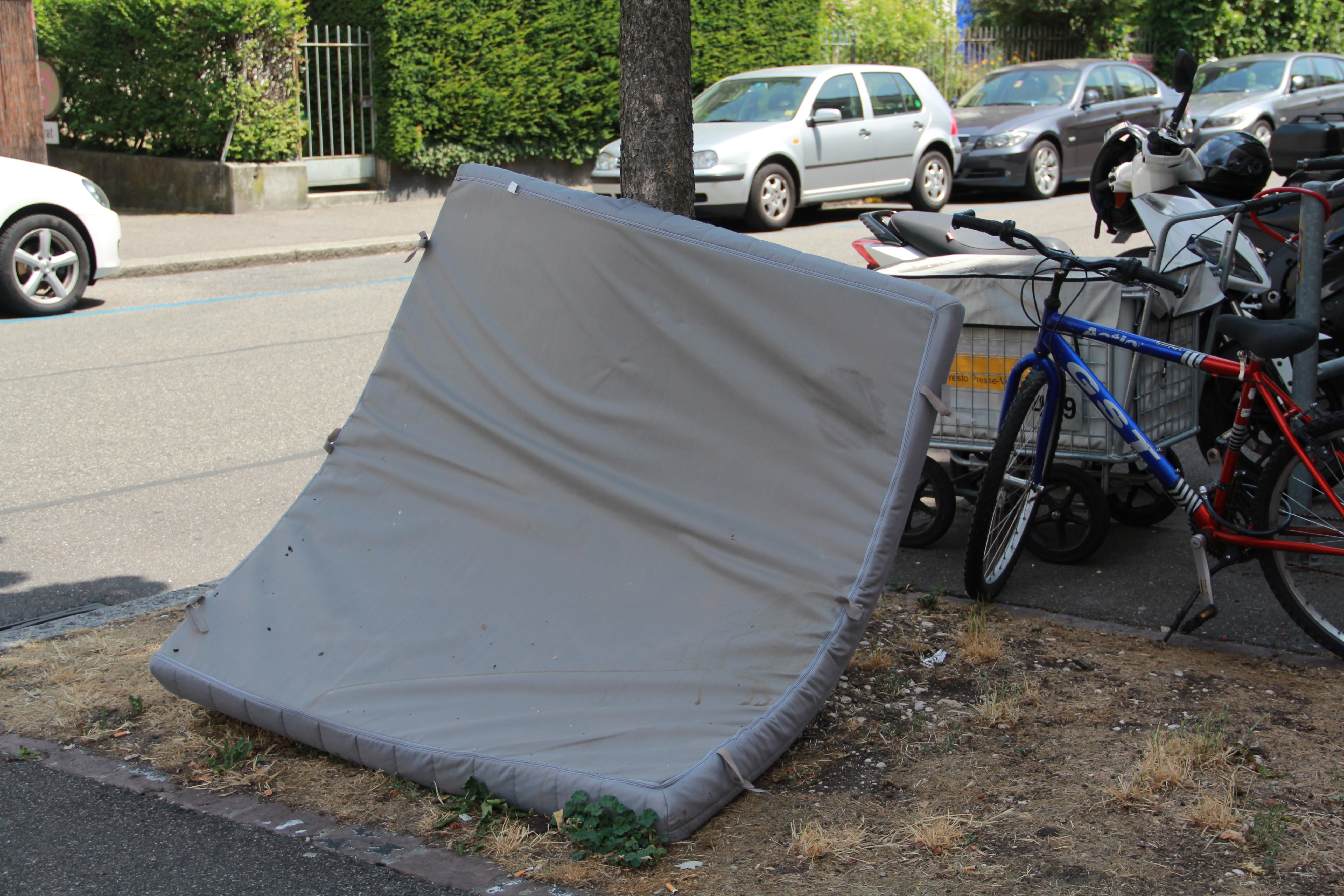 Vielleicht konnte diese Matratze an der Vogesenstrasse einmal einem müden Passanten dienen.