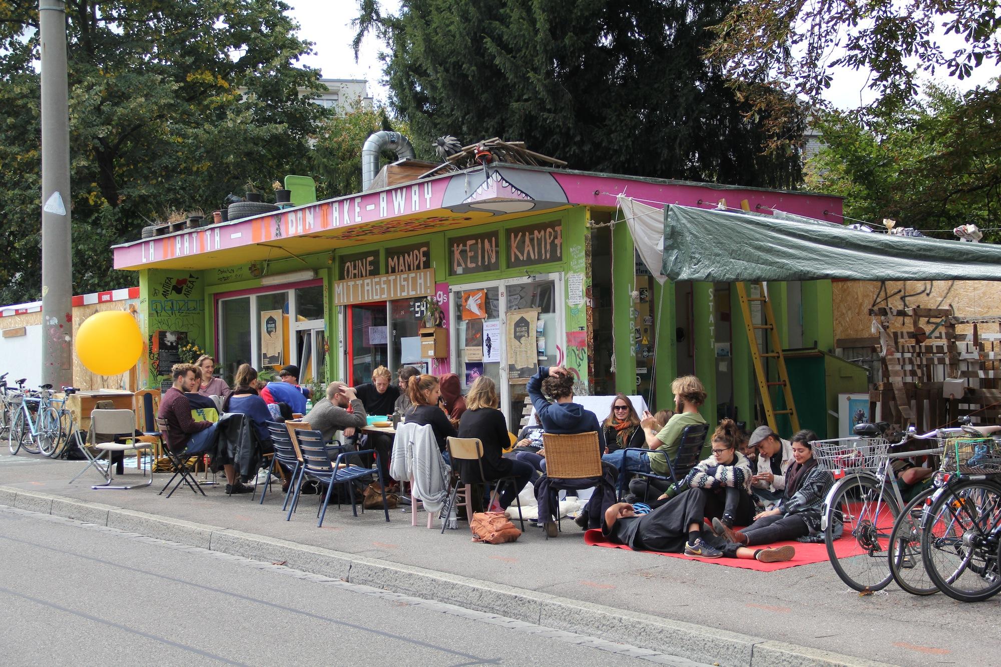 Ein Jahr Mittagstisch an der Schanzenstrasse: Der Geburtstag wurde am Sonntag mit einem Brunch gefeiert.